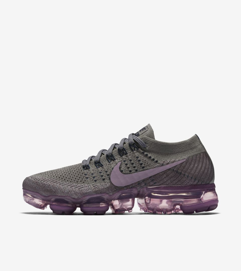 online store 3bfd9 cc3c5 Women's Nike Air Vapormax 'College Navy & Tea Berry'. Nike+ SNKRS