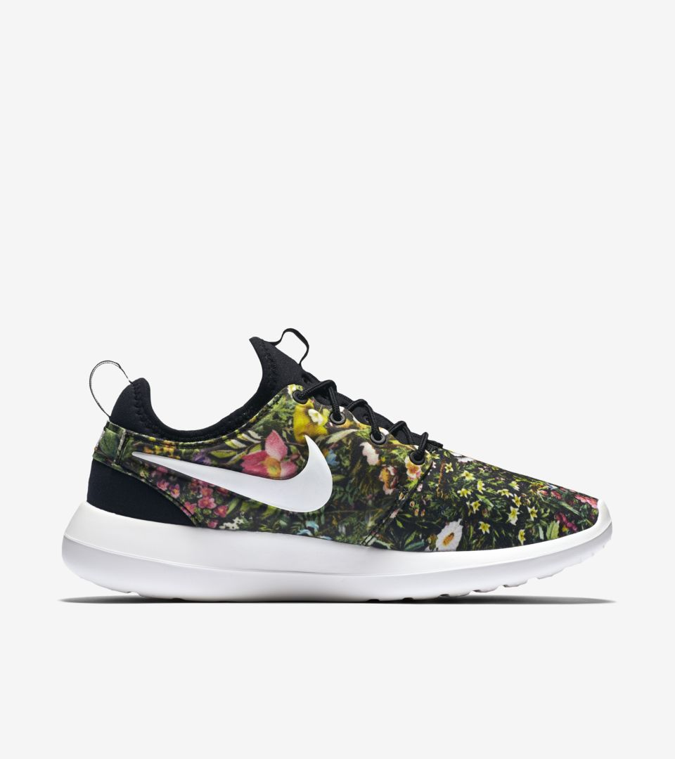 uk availability 3a0a7 698f7 Women s Nike Roshe Two Print  Spring Garden . Nike+ SNKRS