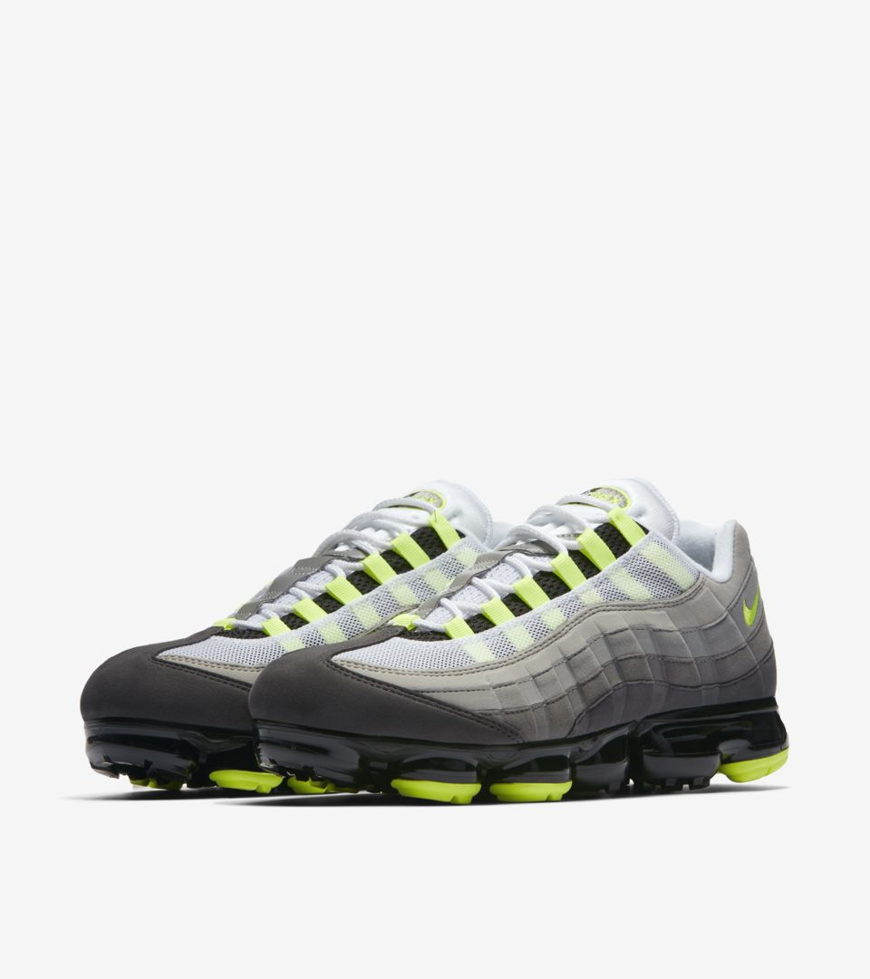 outlet store 0525a cff35 Nike Air Vapormax 95 'Black & Volt & Dark Pewter' Release ...