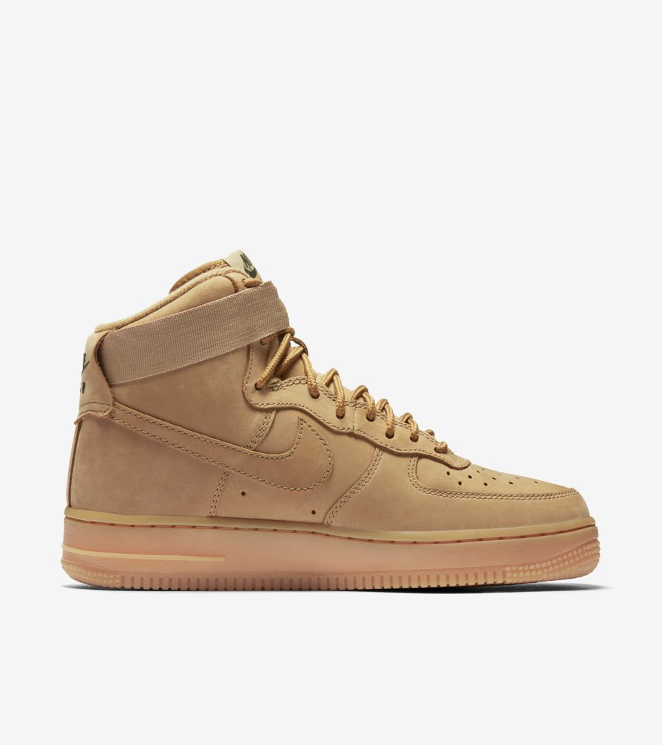 Nike Air Force 1 High 'Flax' Dames. Nike SNEAKRS NL