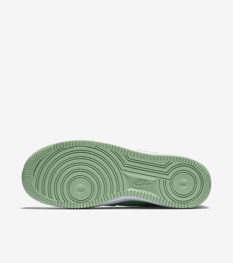 Nike Wmns Air Force 1 '07 Seasonal (Enamel Green Enamel Green)