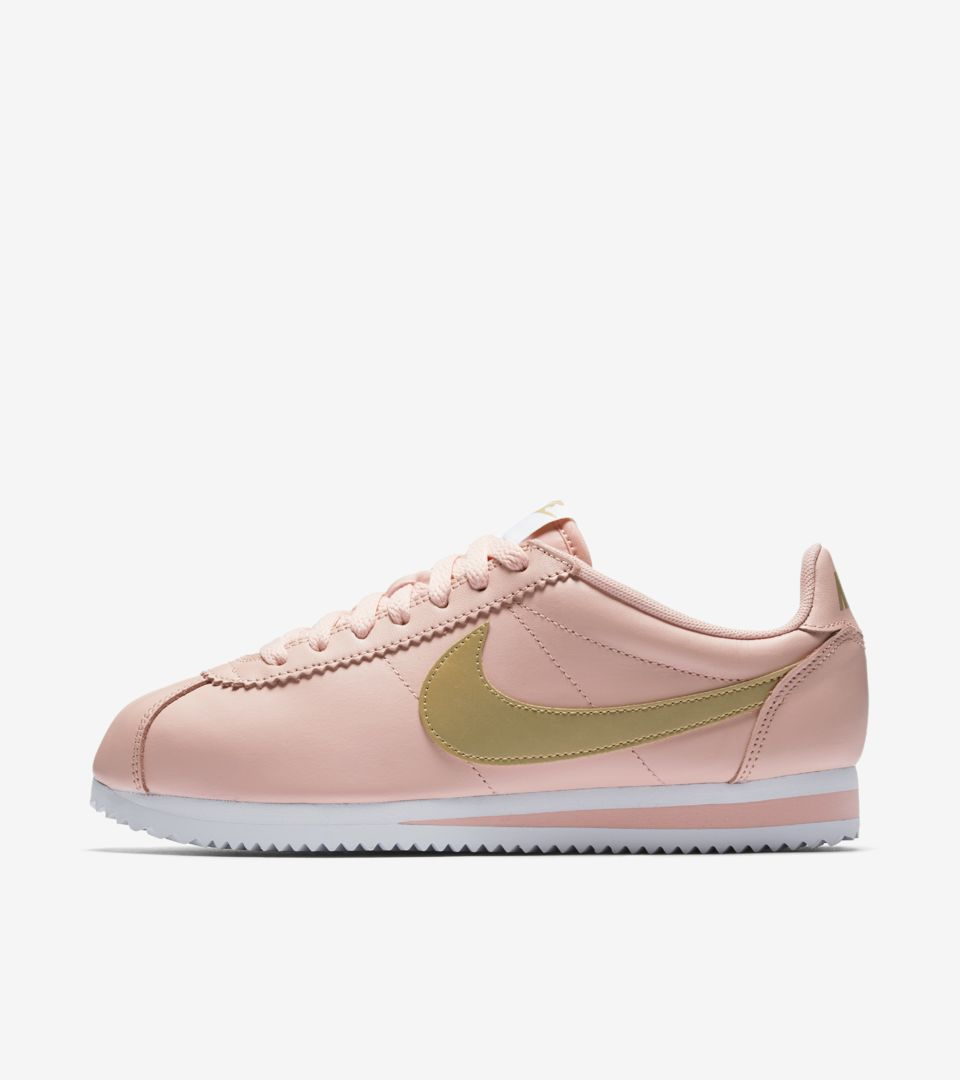watch e0def a8ecb Women's Nike Classic Cortez 'Arctic Orange & Metallic Gold ...