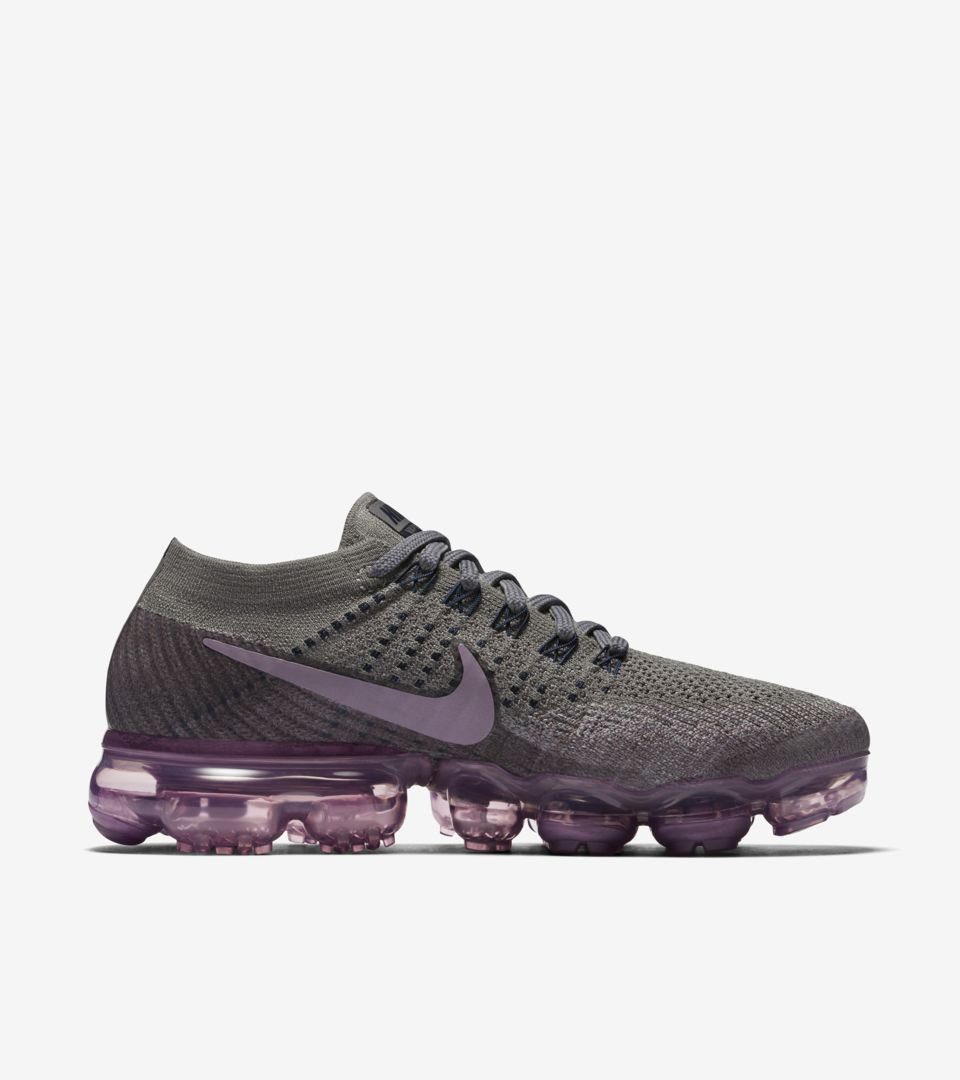 effe231312934 Women s Nike Air Vapormax  College Navy   Tea Berry . Nike⁠+ SNKRS