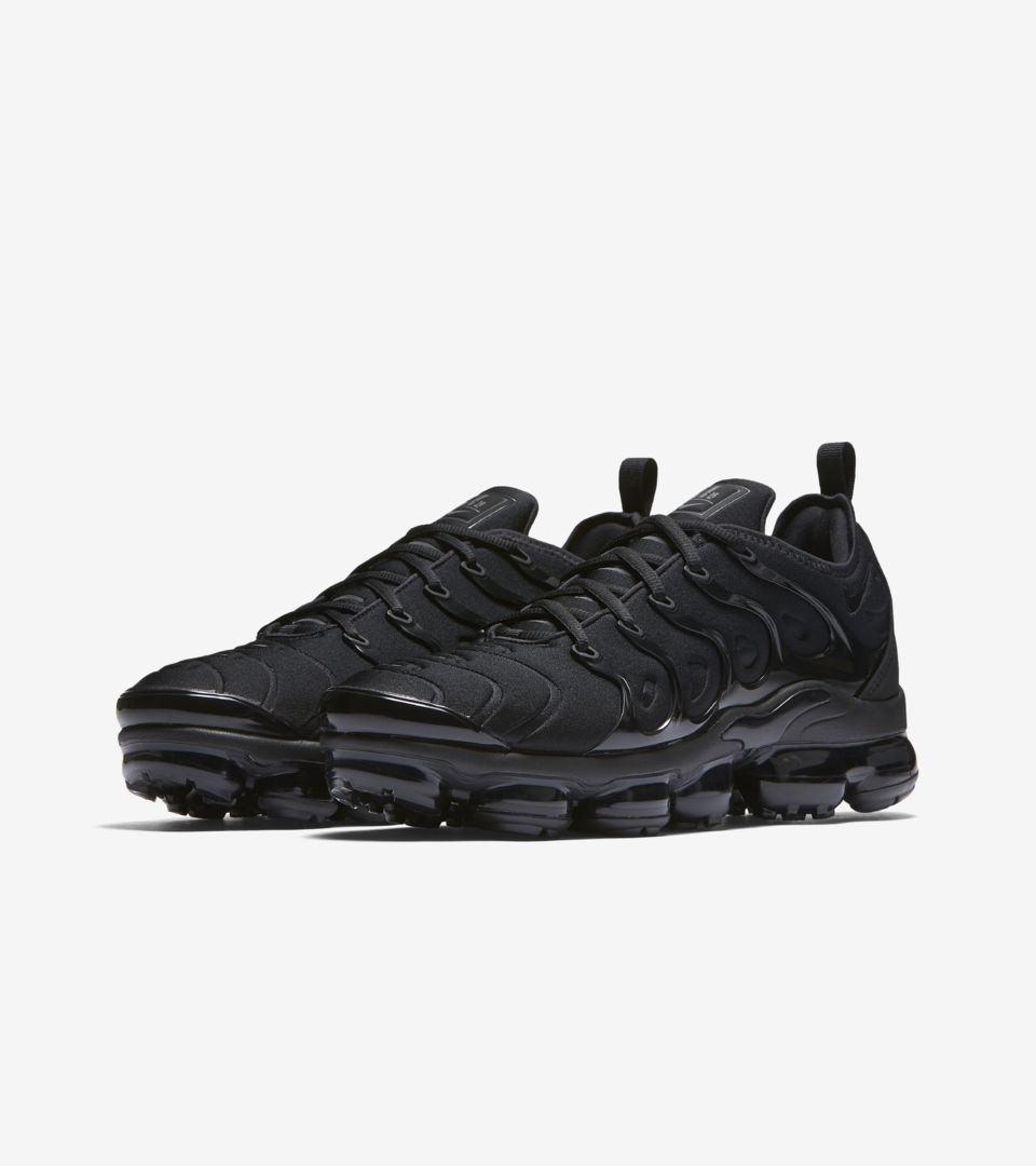 9de3db11f3b917 Nike Air VaporMax Plus  Black  amp  Dark Grey  Release Date. Nike⁠+ ...