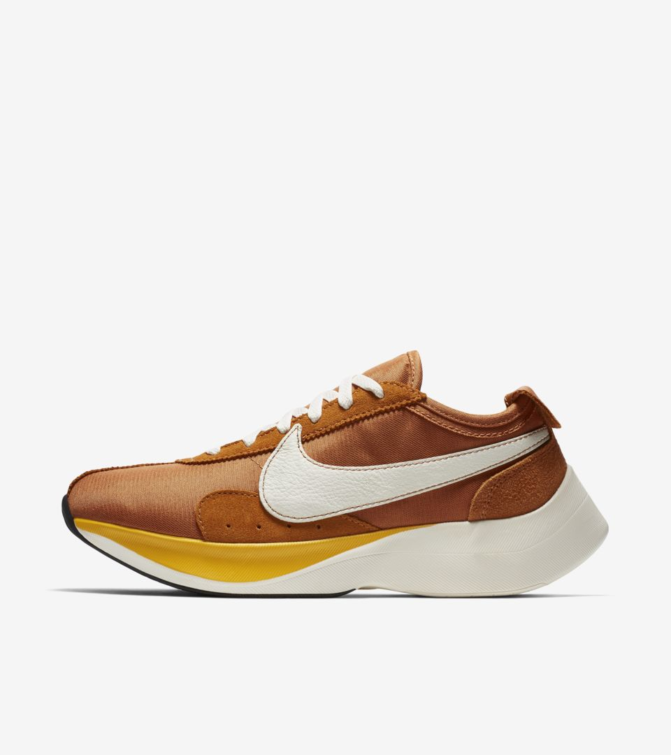 https://www.nike.com/jp/launch/t/moon-racer-monarch-amarillo-sail/