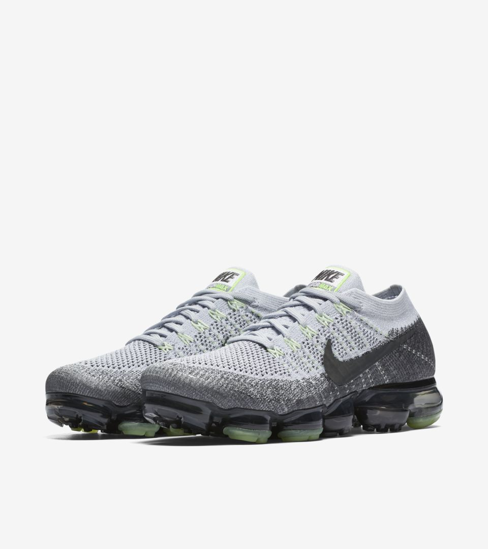 new style fb9d2 1b69f Nike Air Vapormax 95 OG 'Pure Platinum & Anthracite' Release ...