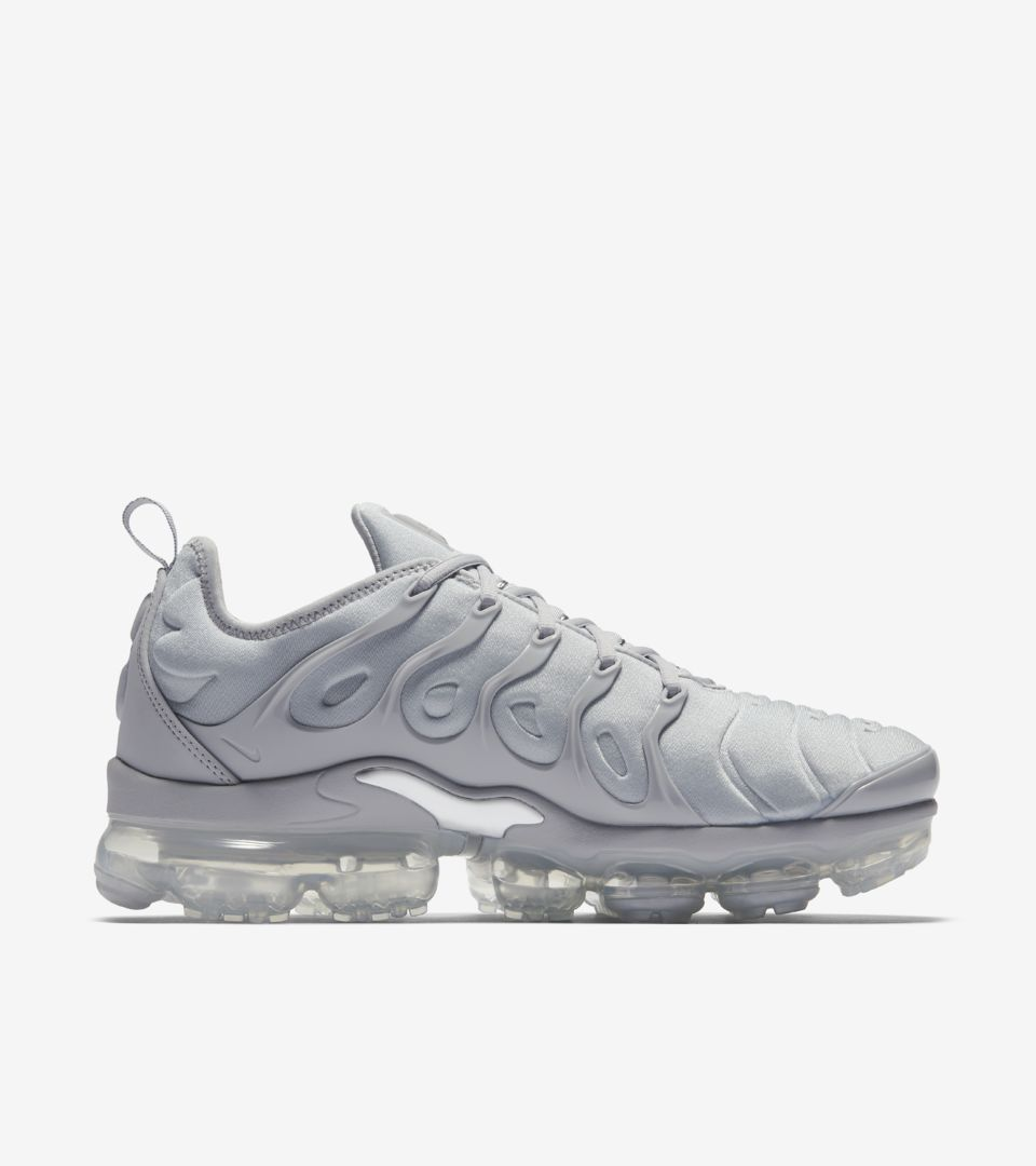 online retailer 08dd0 44cd1 Nike Air Vapormax Plus 'Cool Grey & Metallic Silver' Release ...