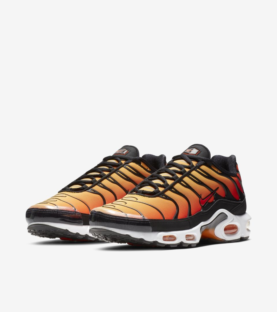Nike Air Max Plus OG 'Black & Bright Ceramic & Resin' Release Date