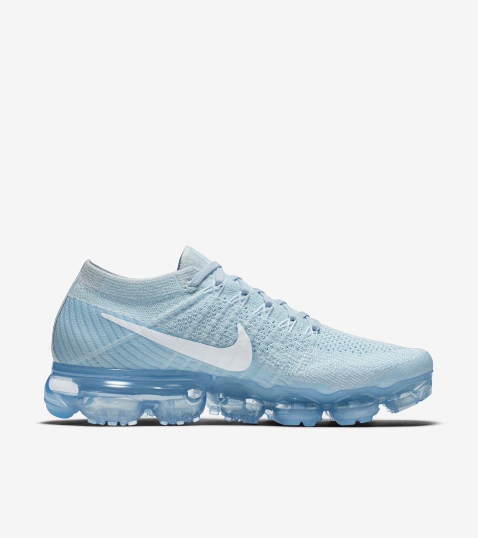 a4b3e9e7fbccc Women s Nike Air VaporMax Flyknit Day to Night  Glacier Blue . Nike .