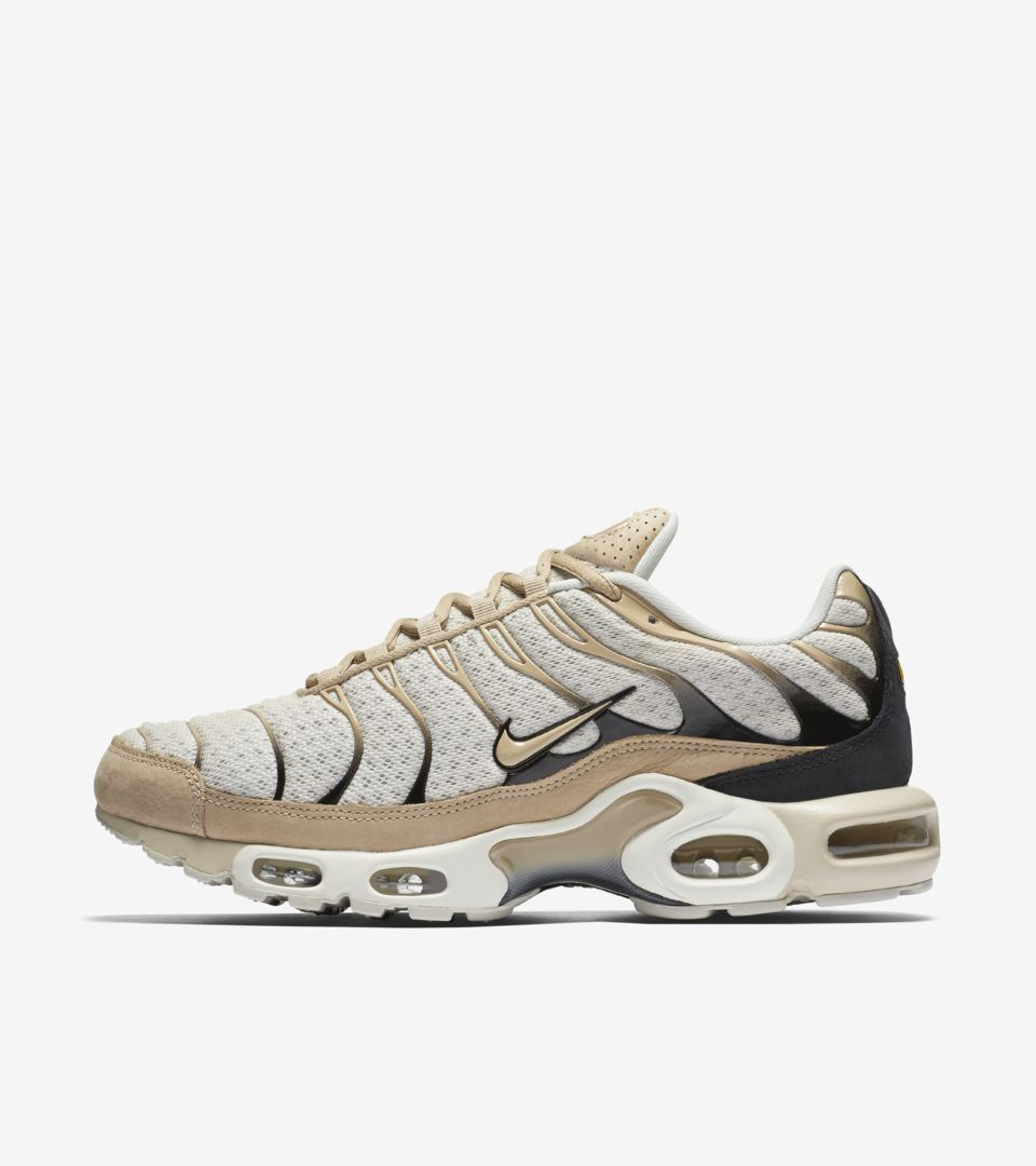 Nike Air Max Plus  Light Bone . Nike⁠+ SNKRS 8b34755c9a31