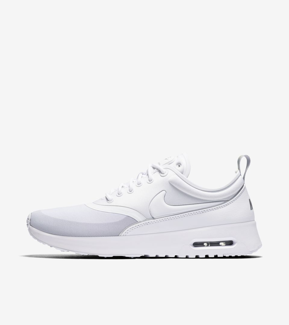 white nike thea womens