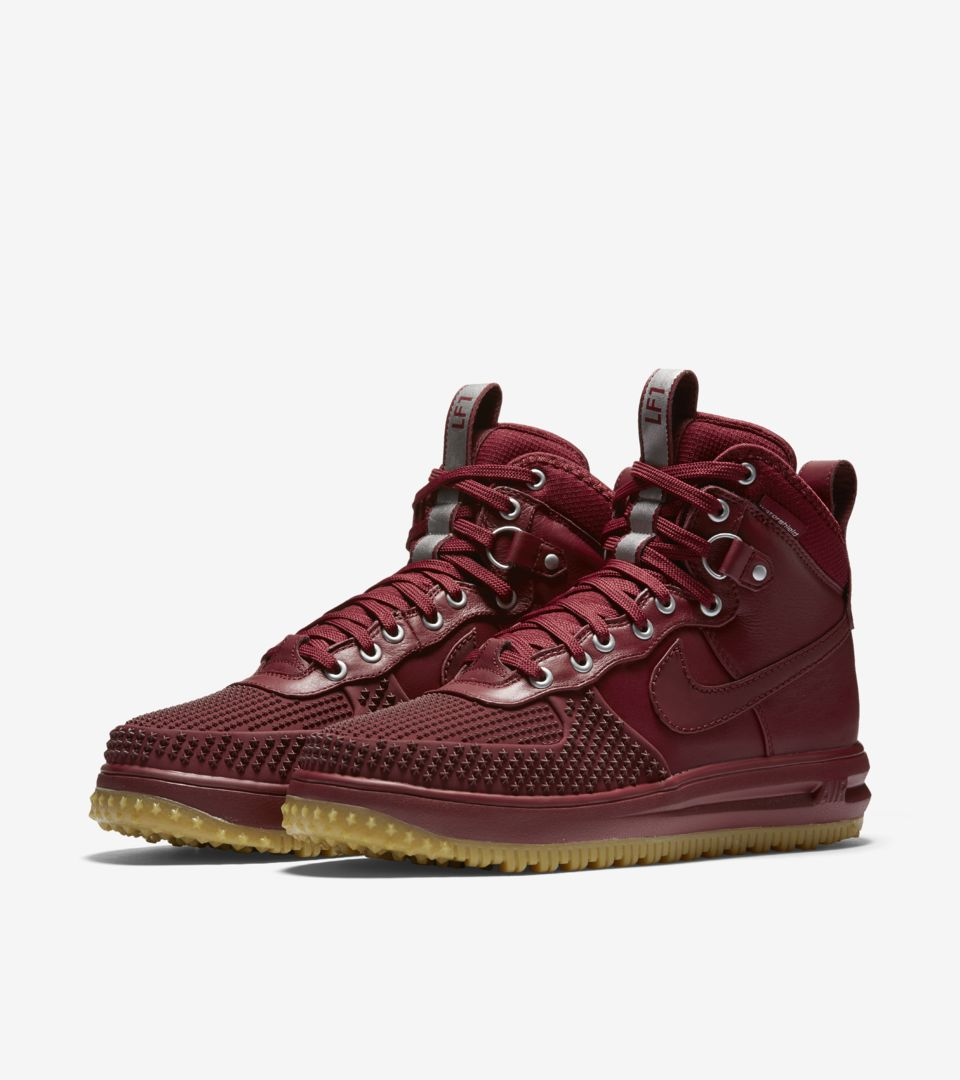 b6e440f777f6 Nike Lunar Force 1 Duckboot  Team Red   Gum . Nike⁠+ SNKRS