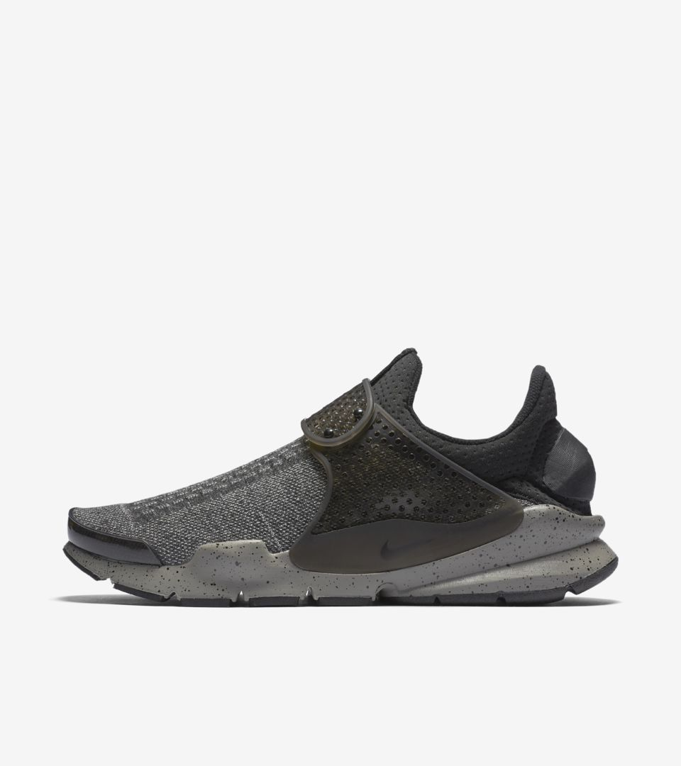 competitive price 0f493 c7e9a Nike Sock Dart SE Premium 'Dust Grey'. Nike⁠+ Launch IE