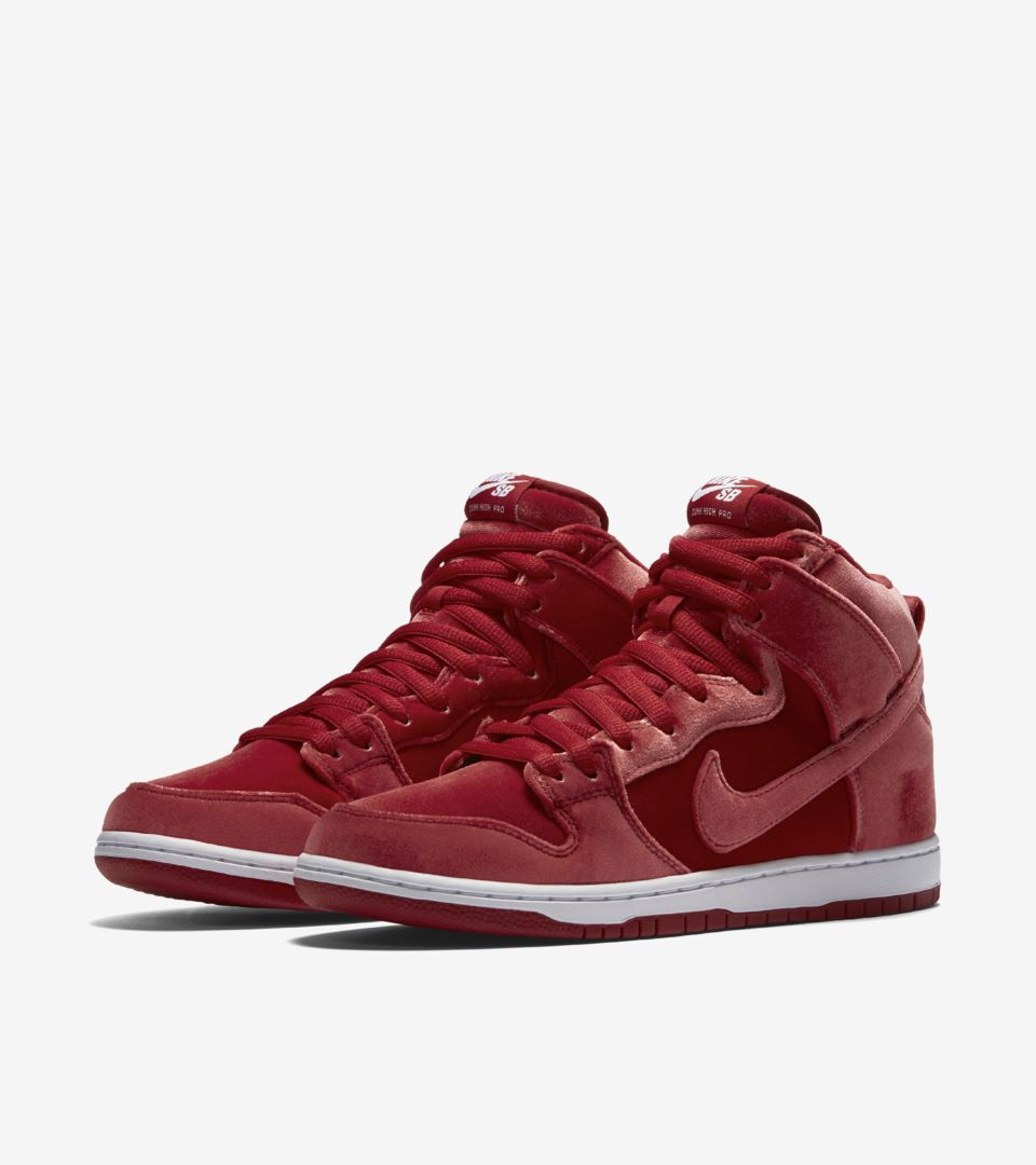 dinastía Hacer la vida Armstrong  Nike SB Dunk High Premium 'Red Velvet'. Release Date. Nike SNKRS