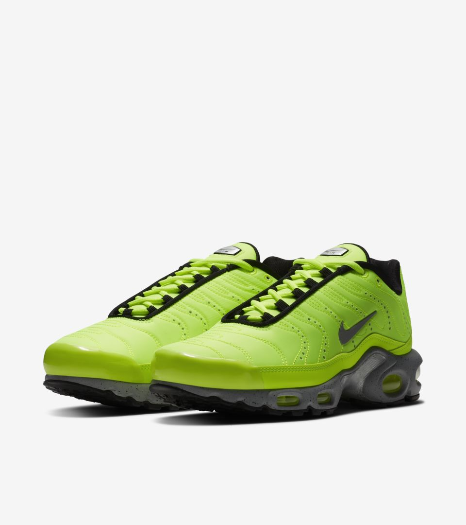 nike air max plus premium lime green