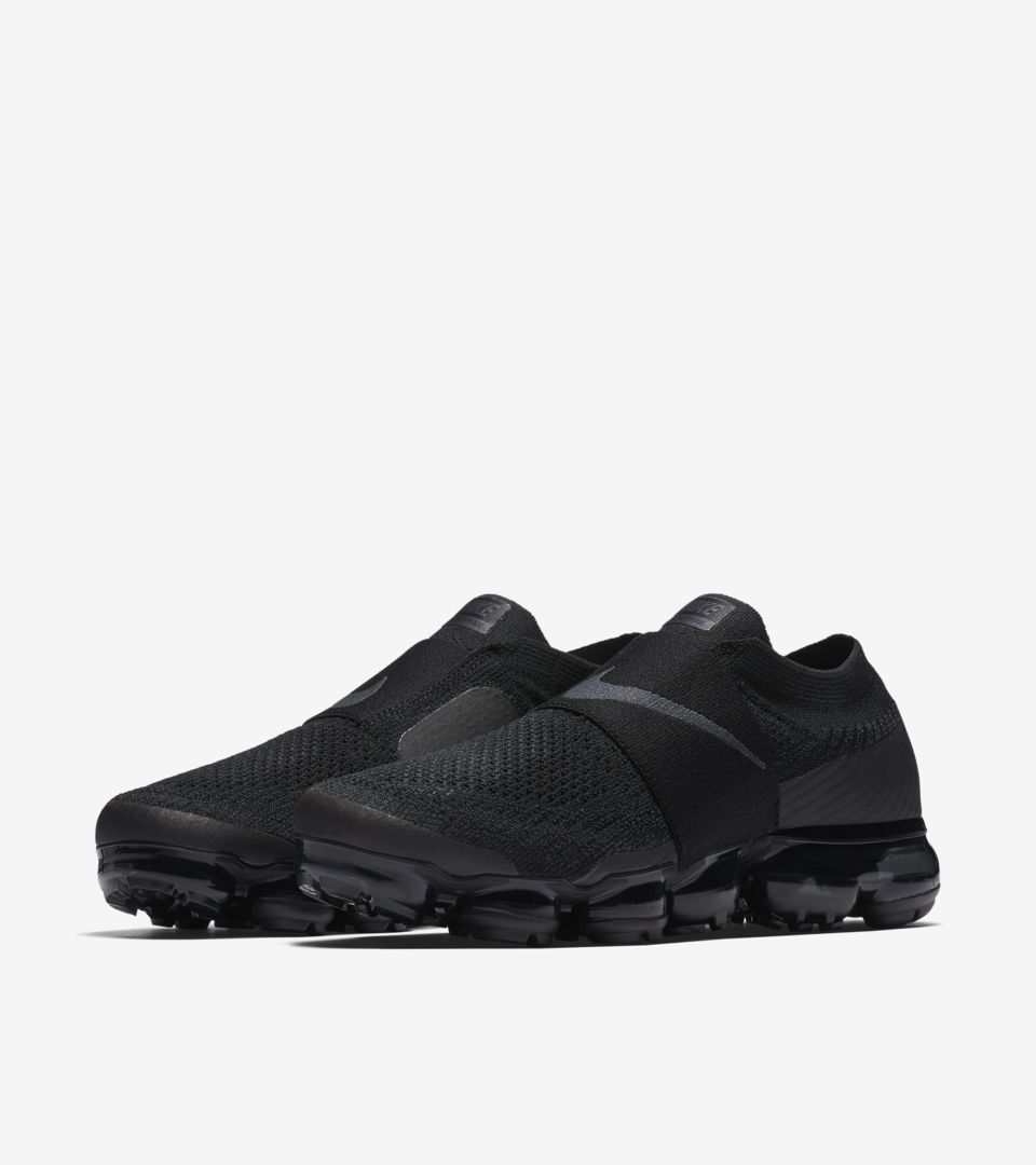 a9eb62d26cd Cyber Monday 2017  Nike Women s Air Vapormax Moc Triple Noir Release ...
