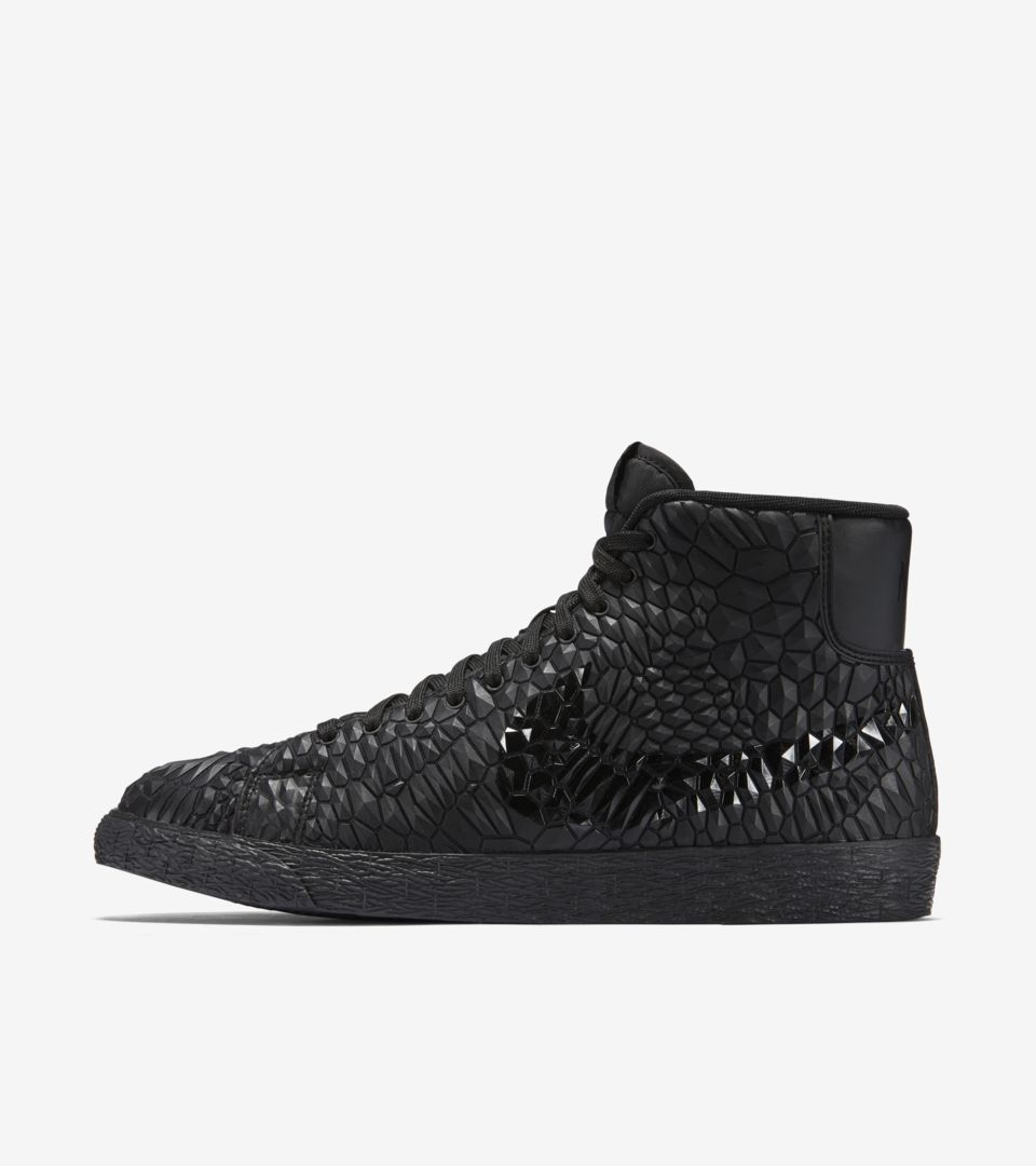 wholesale dealer d6f14 584e0 Women s Nike Blazer Mid Diamondback  Triple Black . Nike⁠+ SNKRS
