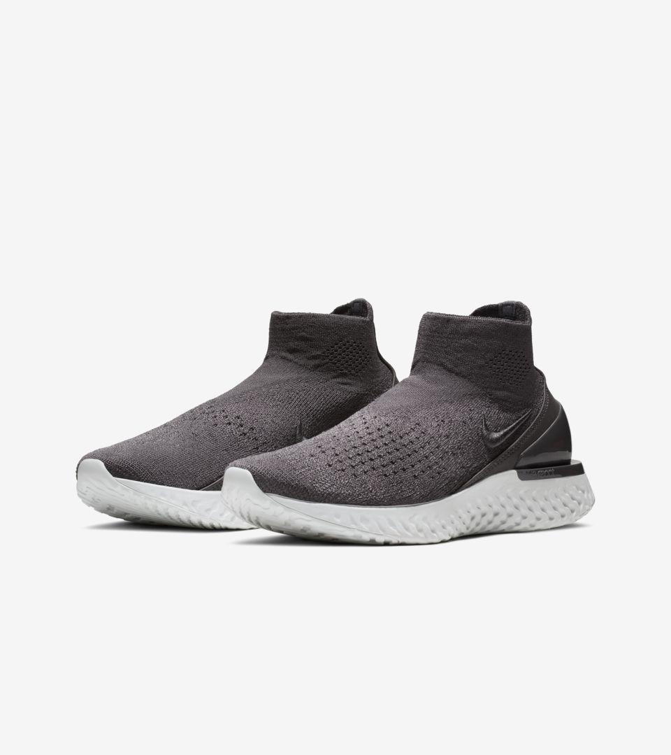 Nike Women's Rise React Flyknit 'Thunder Grey & Off White' Release Date