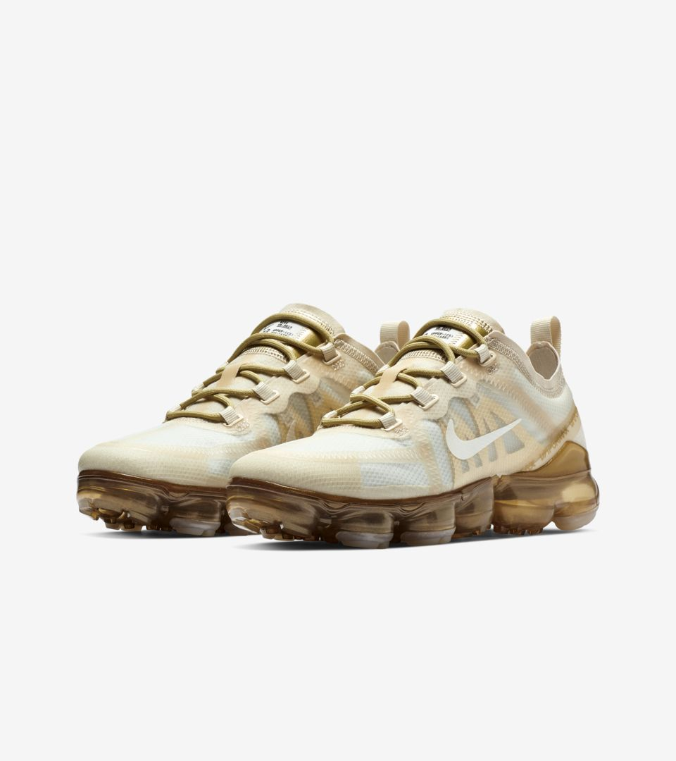 Women's Nike Air Vapormax 2019 'White & Metallic Gold'.