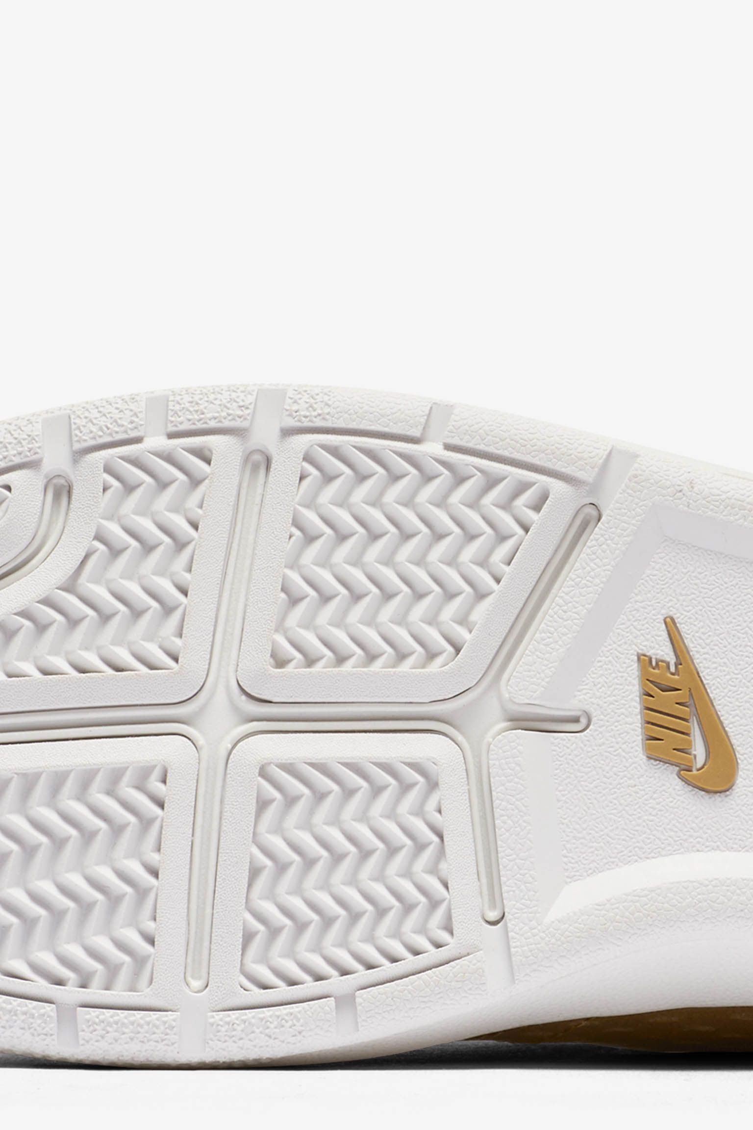 Women's NikeCourt Tennis Classic Ultra 'Gold Leather'
