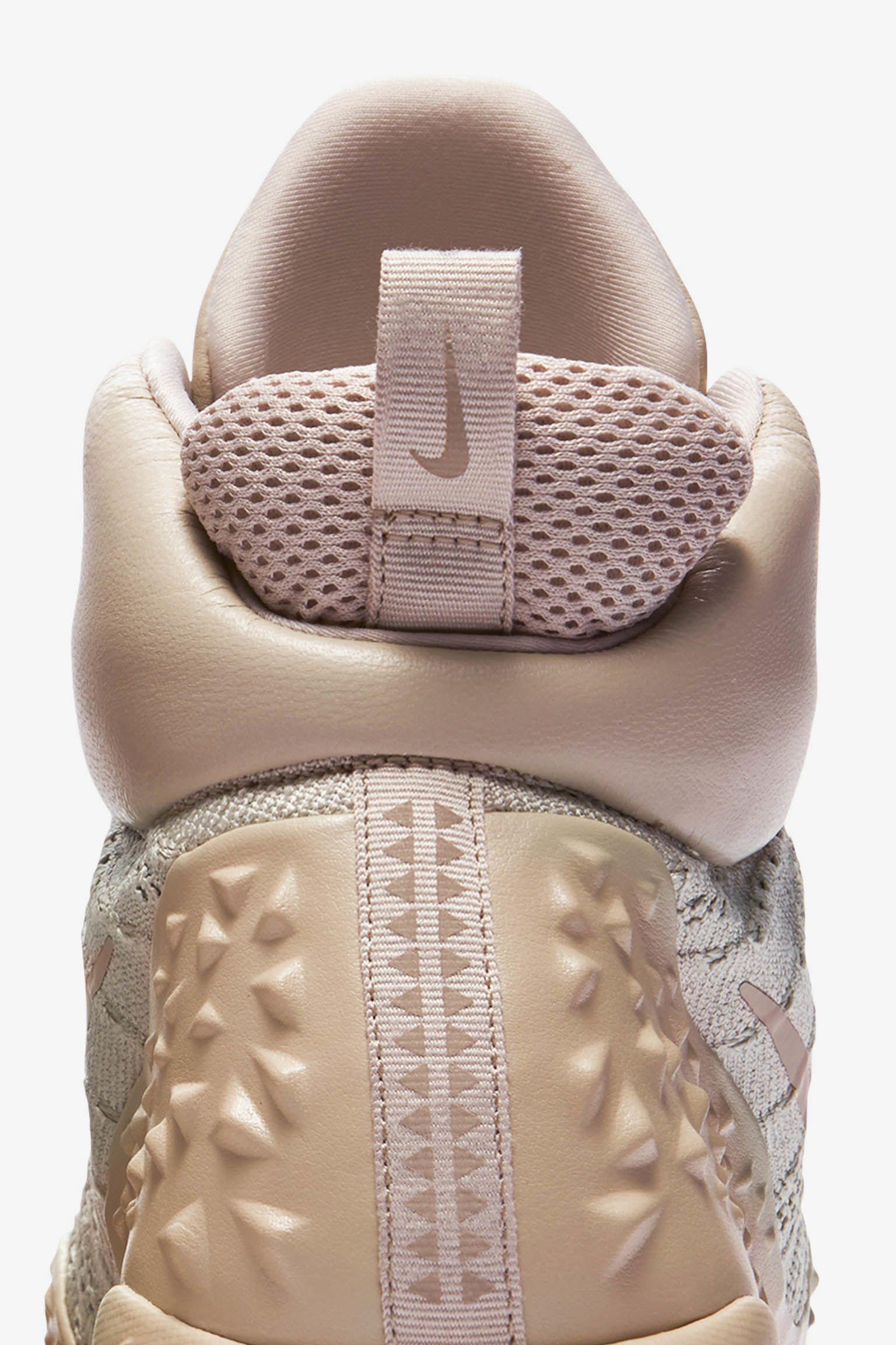 Women's Nike Lupinek Flyknit 'String & Light bone'. Release Date