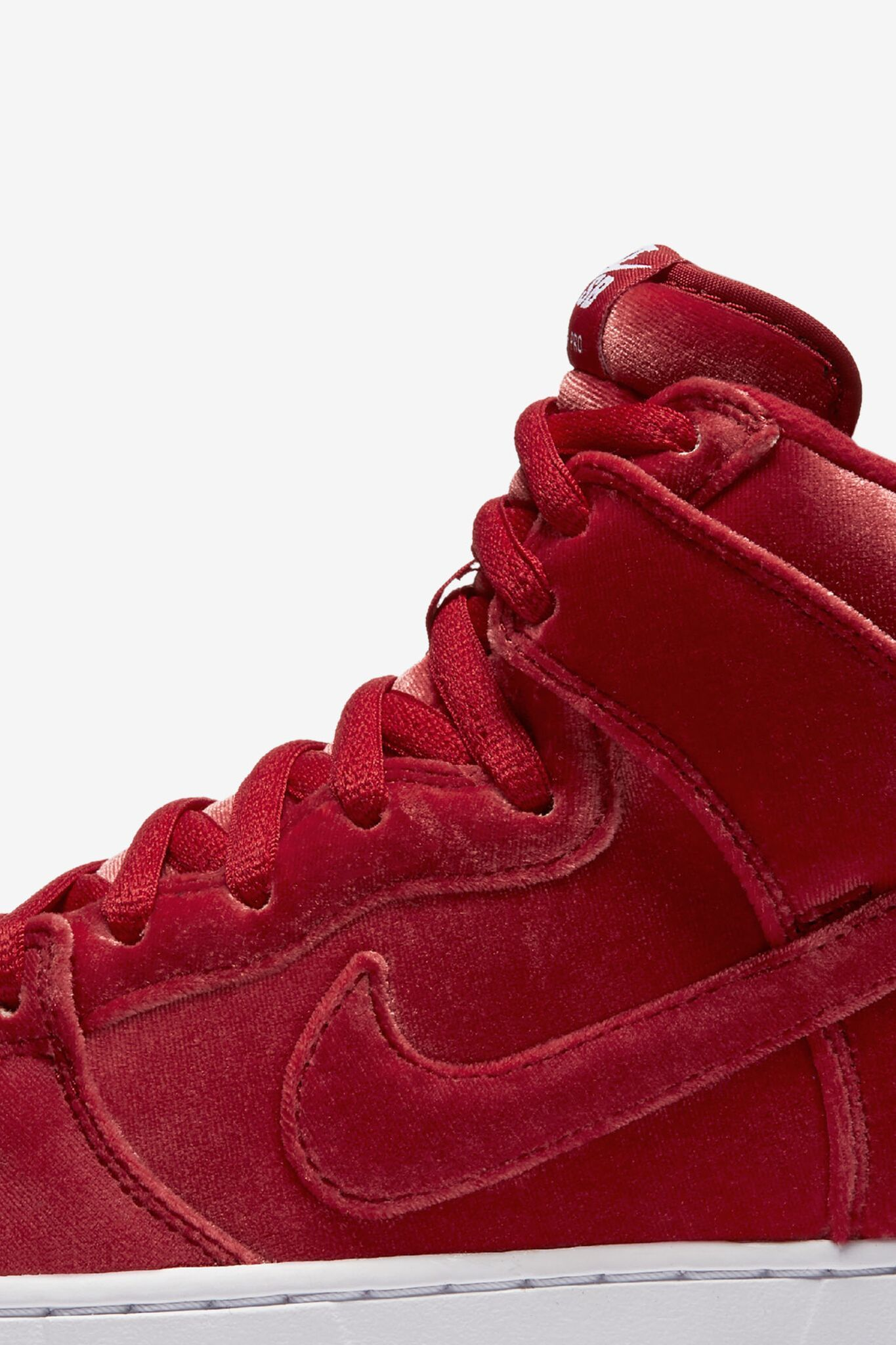 987f9f245e1 ... canada nike sb dunk high premium red velvet. 40579 028e0