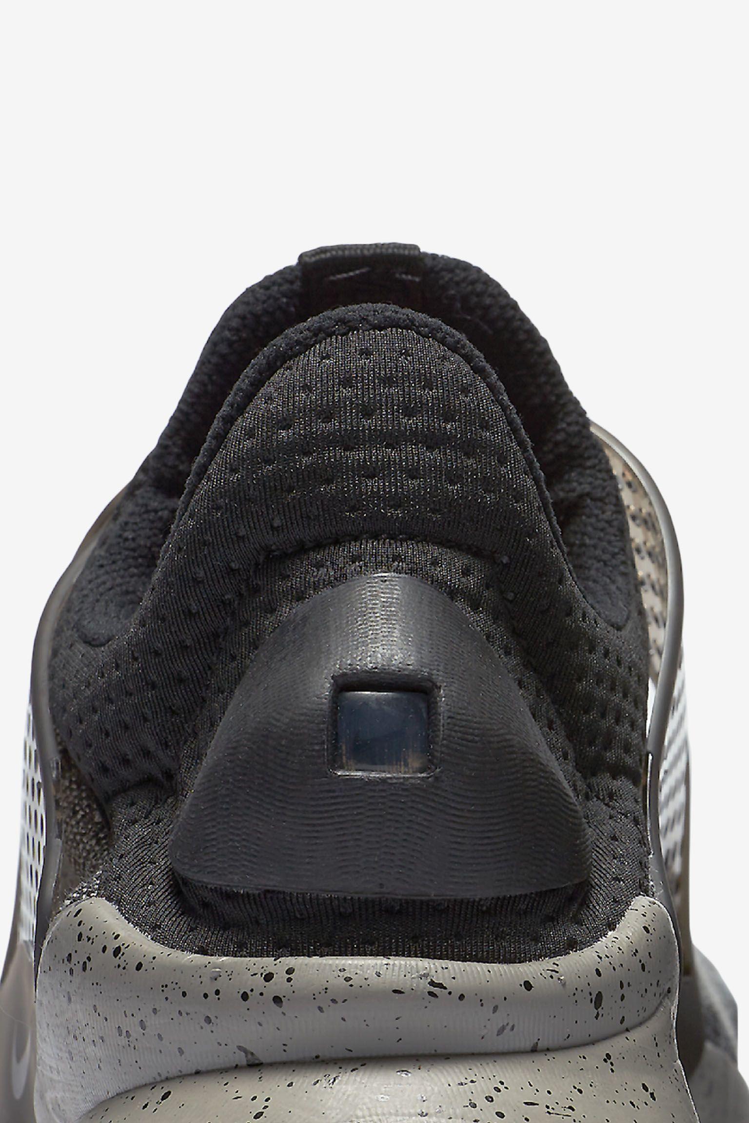 Nike Sock Dart SE Premium 'Dust Grey'