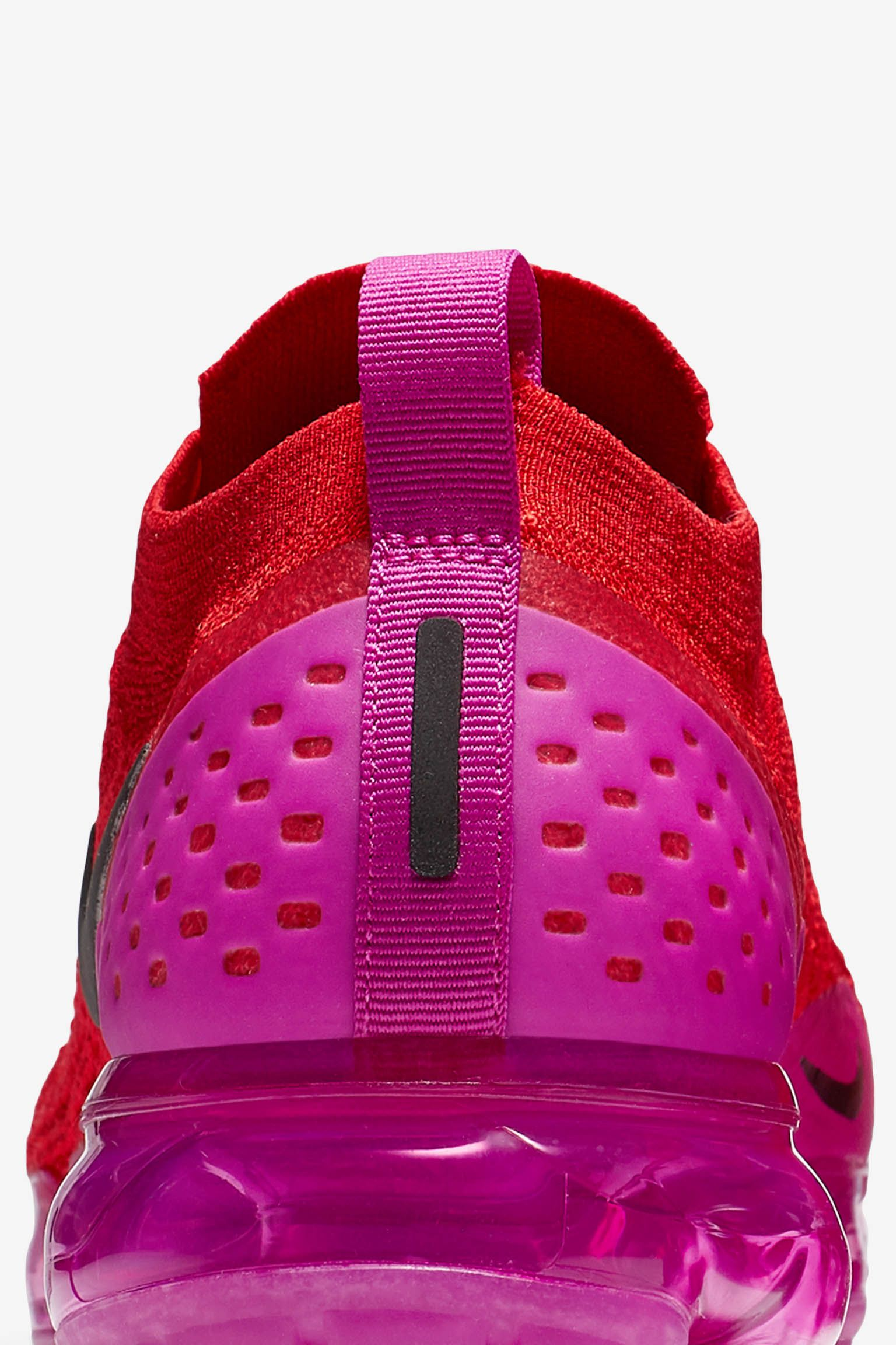 8fb669a8b5b ... italy nike womens air vapormax moc 2 university red fuchsia blast a1f6e  8cdf0