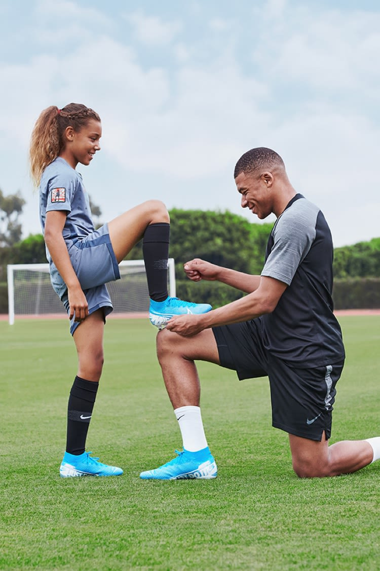 MBAPPE VS MAKENA MERCURIAL MAXIMISED