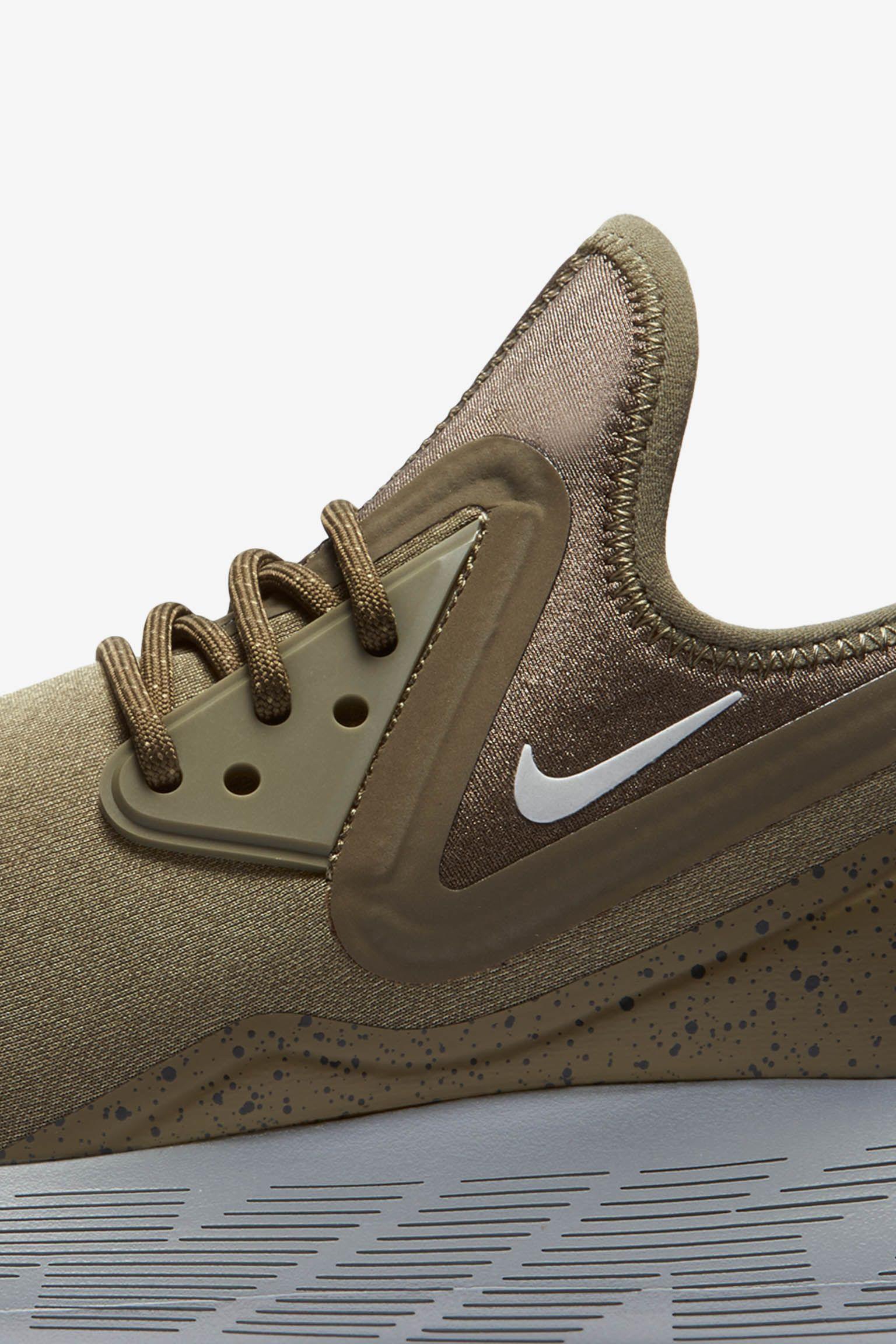 Nike LunarCharge Essential « Medium Olive » pour Femme