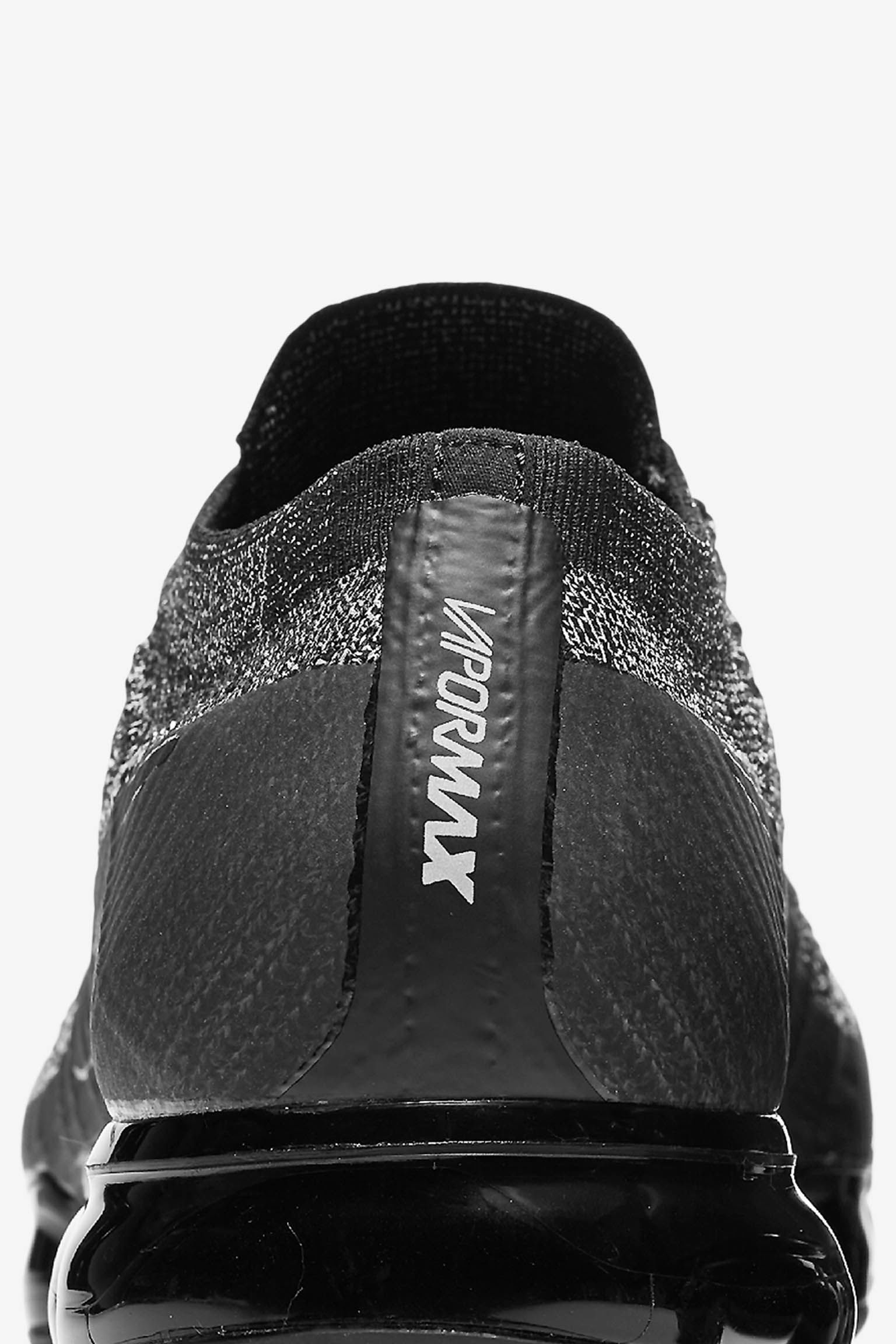 Nike Air VaporMax 'Black & White' 发布日期