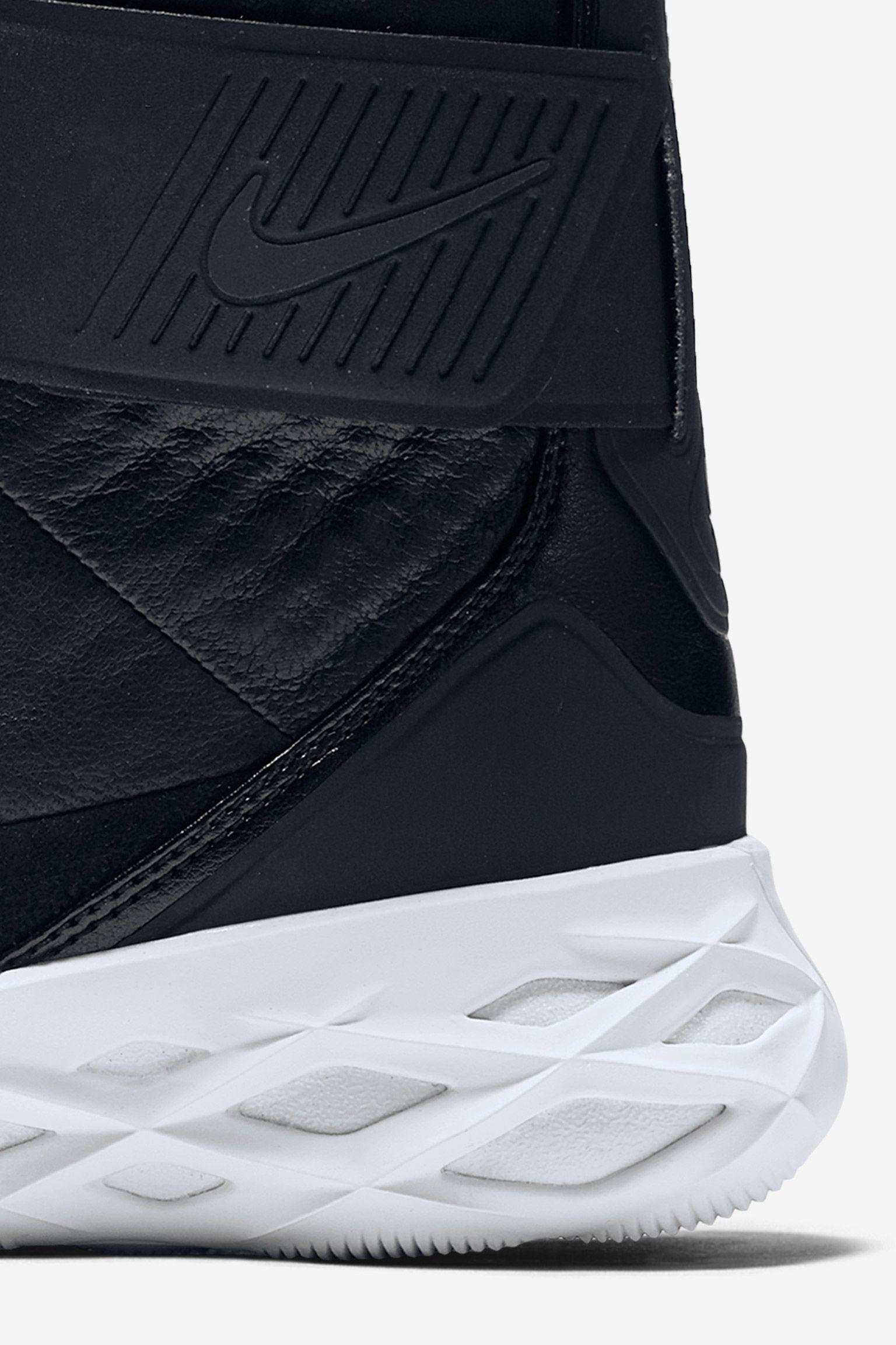 Nike Swoosh HNTR 'On The Hunt' Black
