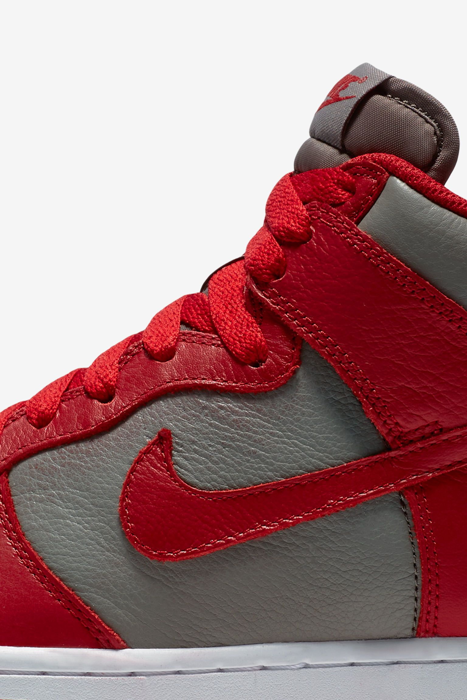 Nike College Colors Program: Women's Dunk 'Soft Grey University Red'