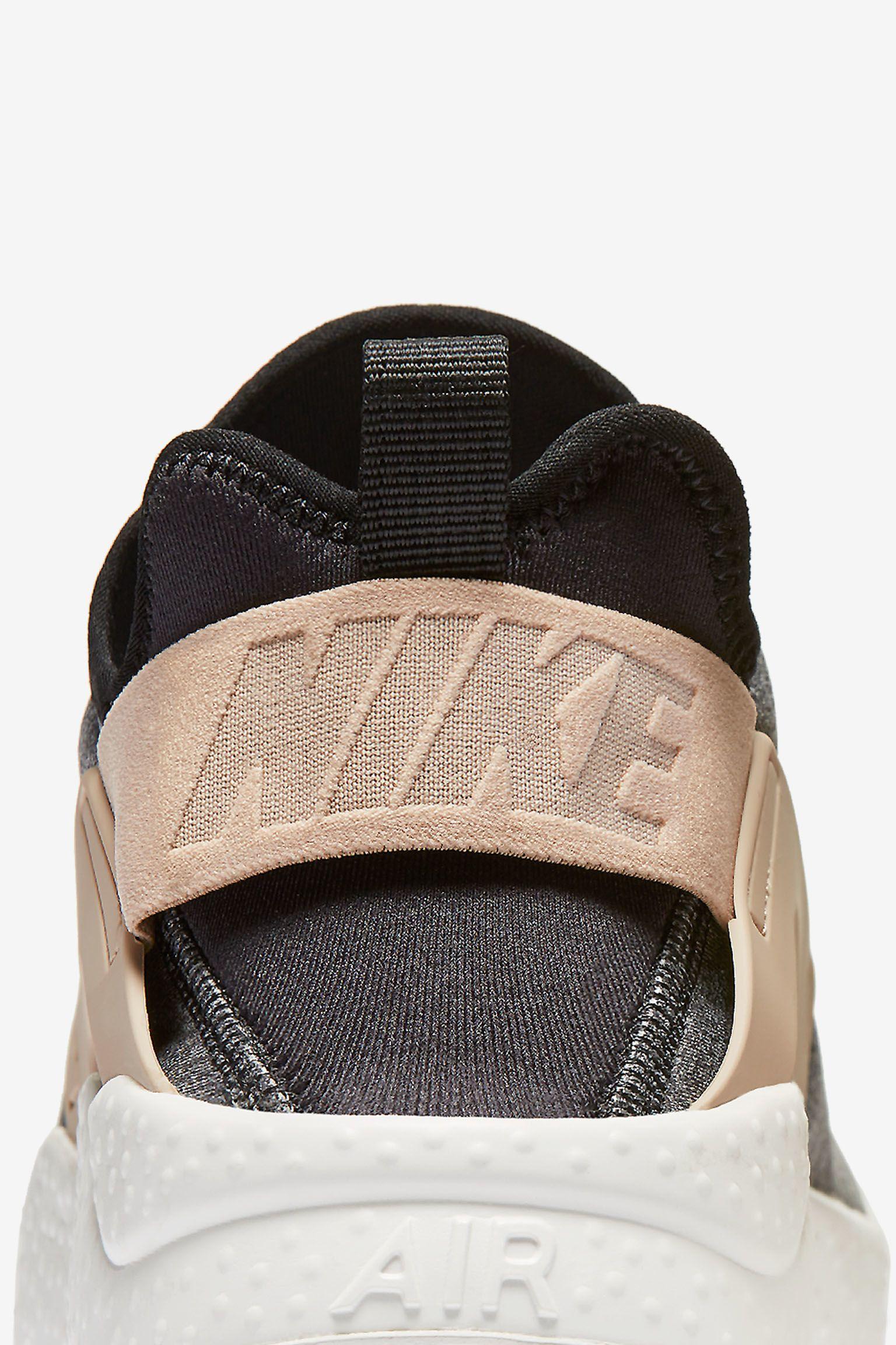 Women's Nike Air Huarache Ultra SE 'Black & Vachetta Tan'