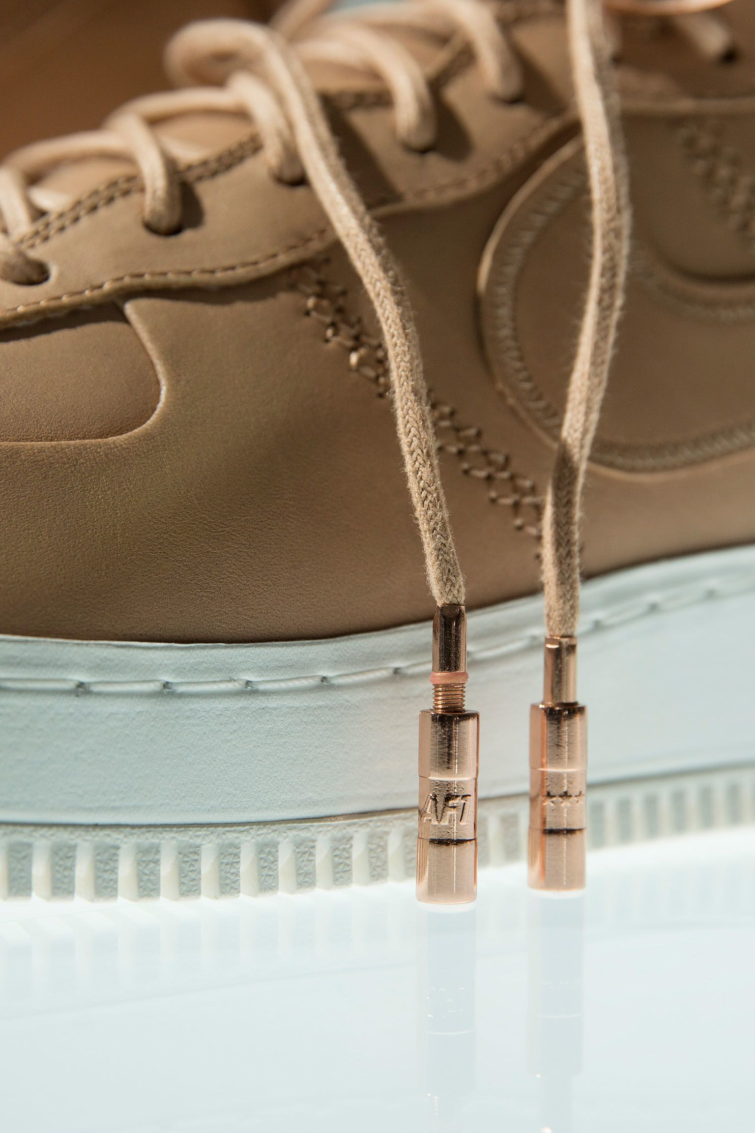 Mehr zum Design: Nike Air Force 1 High Sport Luxury
