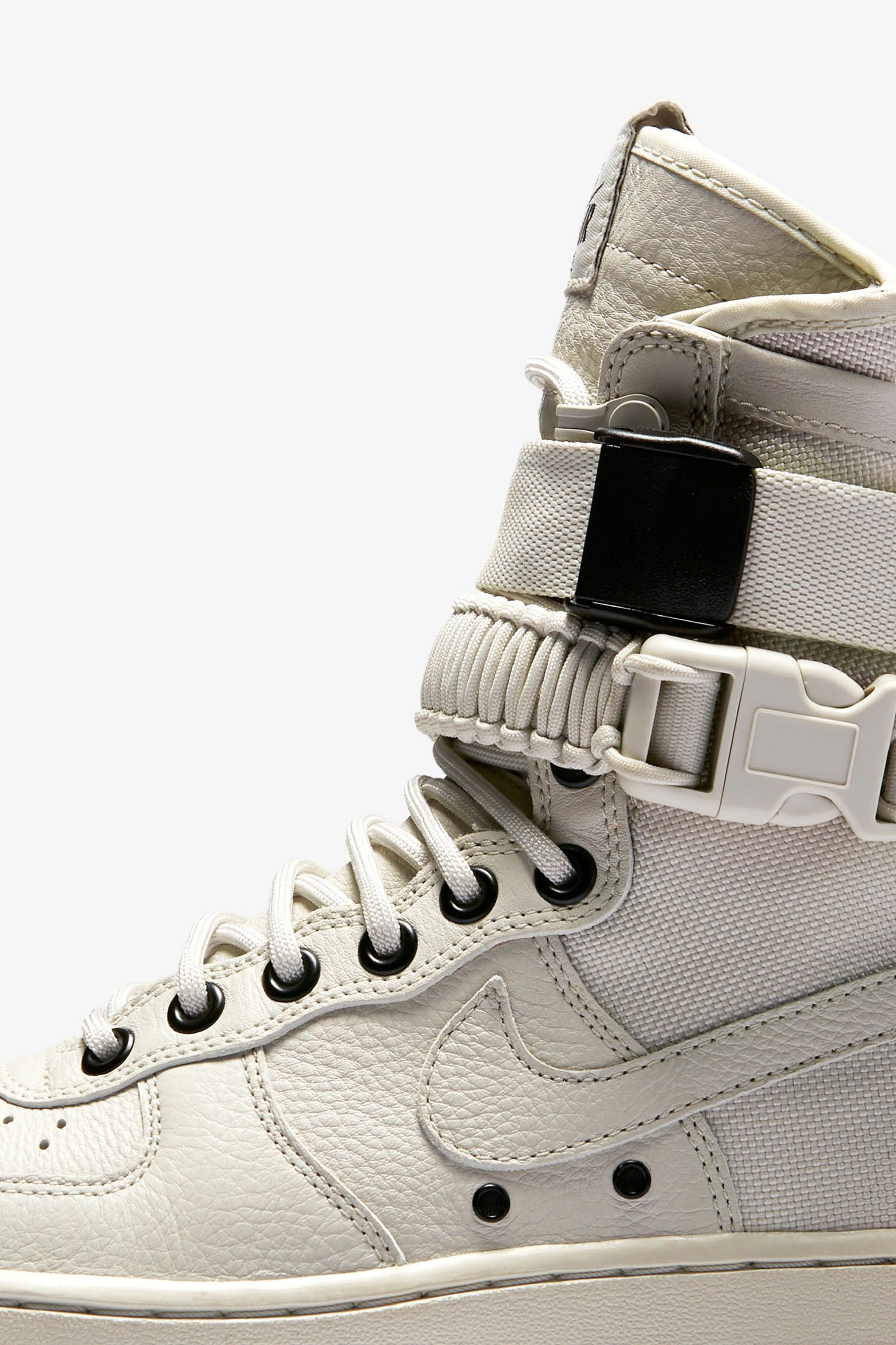Nike Special Field Air Force 1 « Light Bone & Sail » pour Femme. Date de sortie