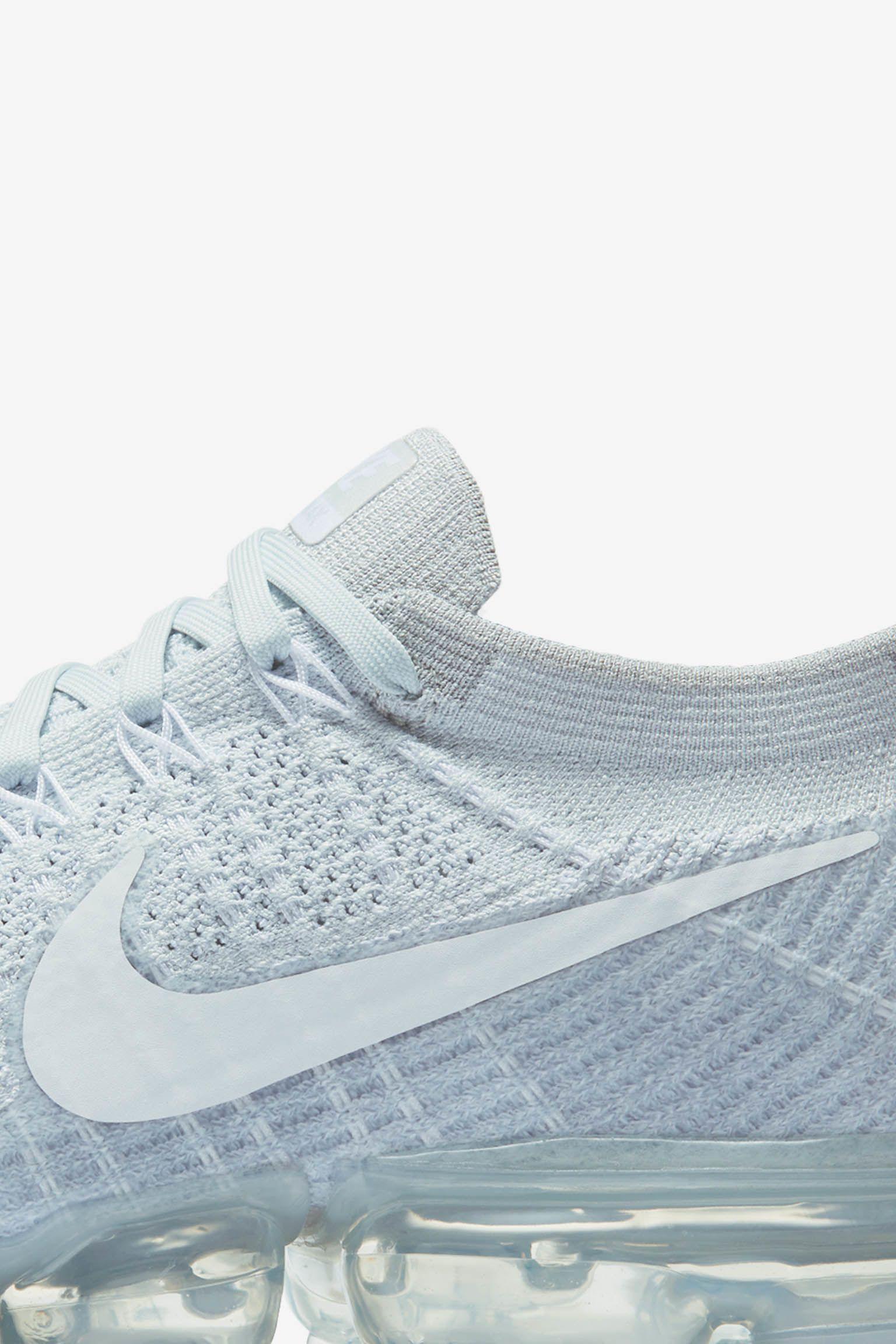Nike Air VaporMax  Pure Platinum . Nike+ SNKRS de077c9e0a83