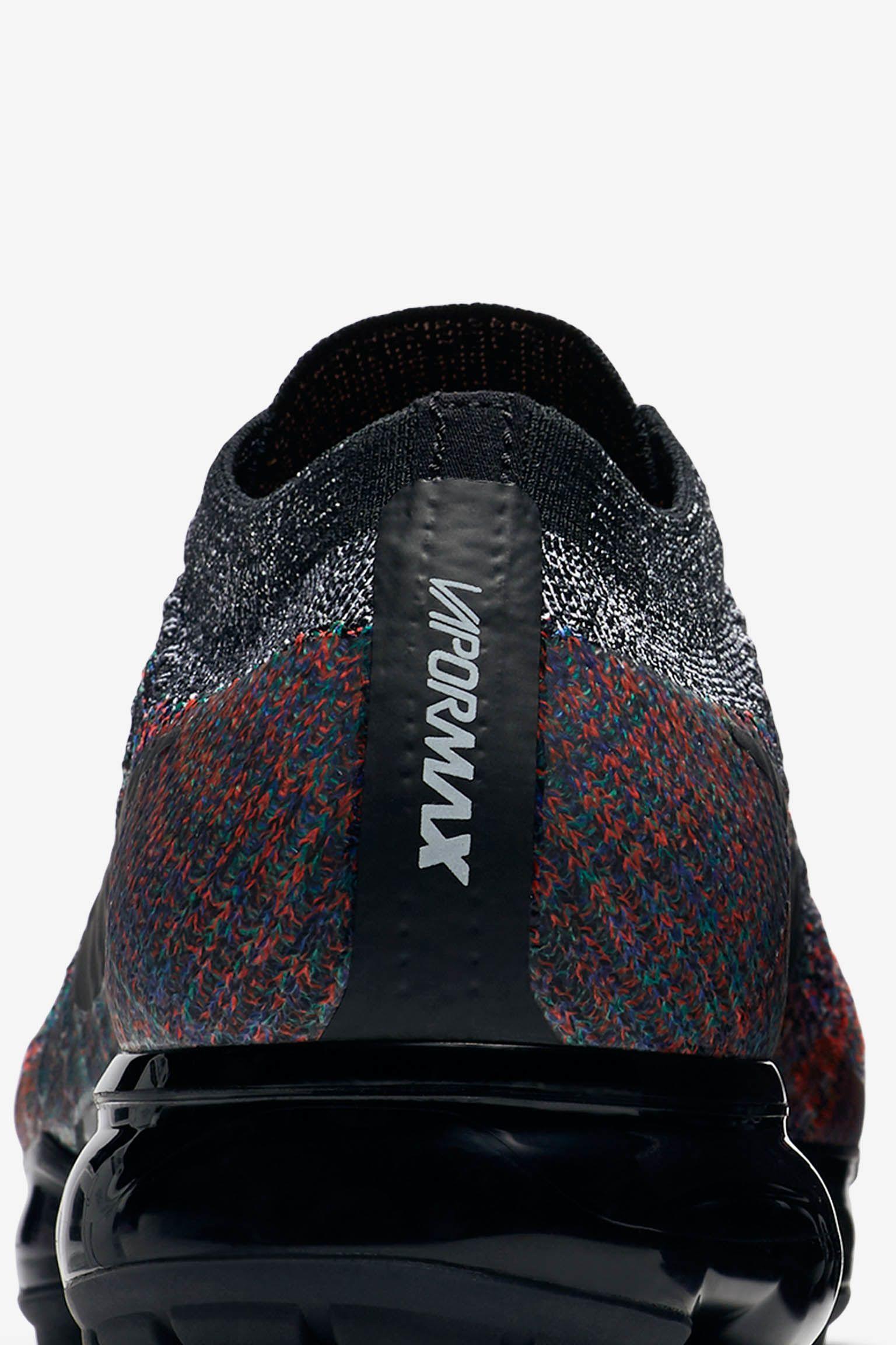Nike Air Vapormax 'Black & Bright Crimson & Racer Blue' 发布日期