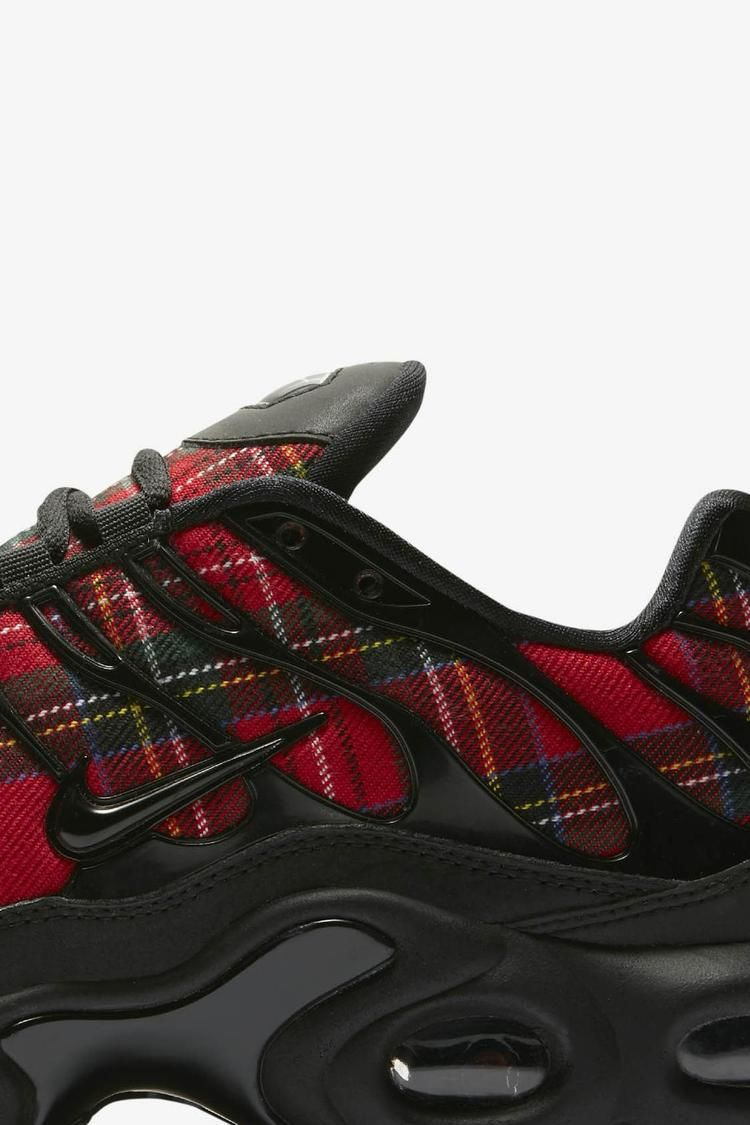The Air Max Plus combines a textile cotton poly upper with dual visible Air  Max cushioning for a famously soft ride. So deab10933