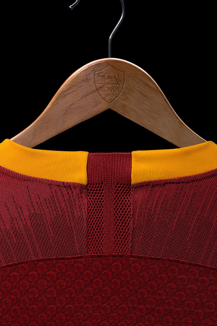 2018/19 AS Roma Stadium Home Kit