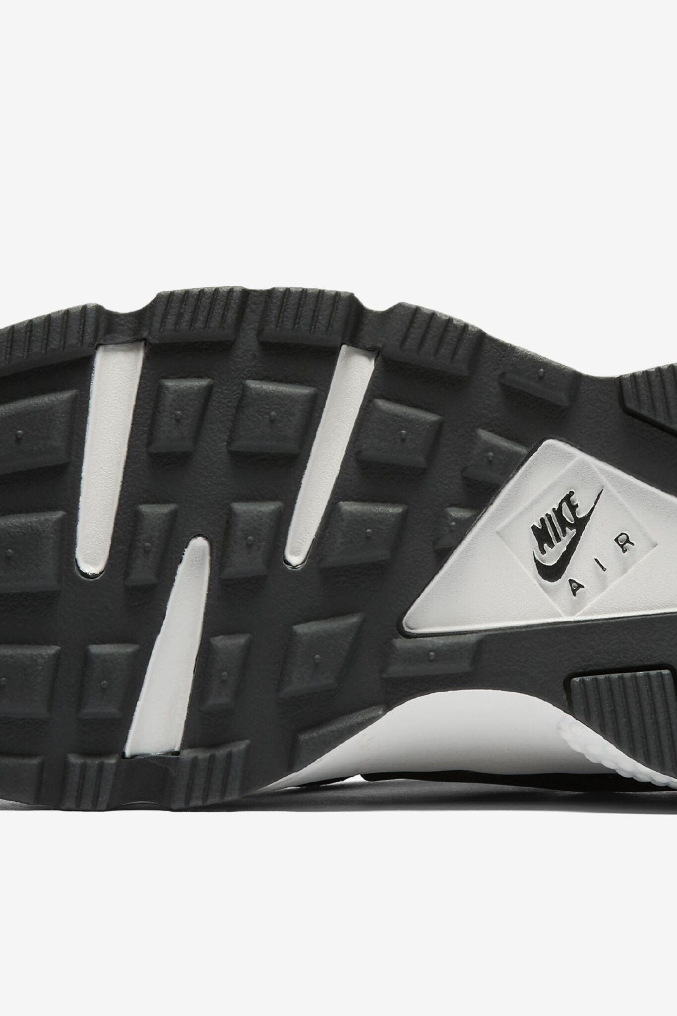 Women's Nike Air Huarache 'Black & Premium Paisley'.