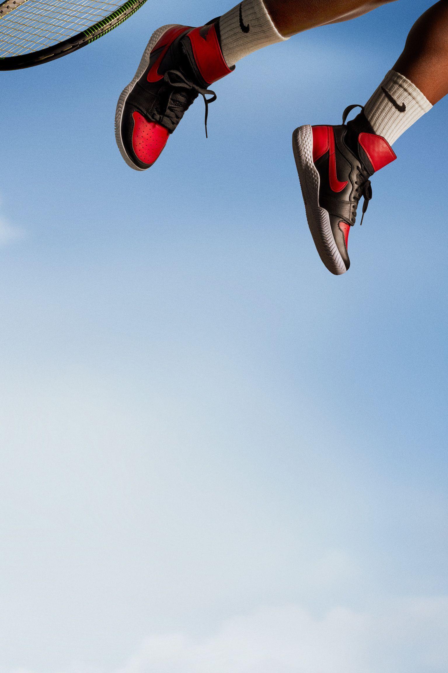 "NikeCourt Flare AJ1 ""Black & Varsity Red"" til kvinder"