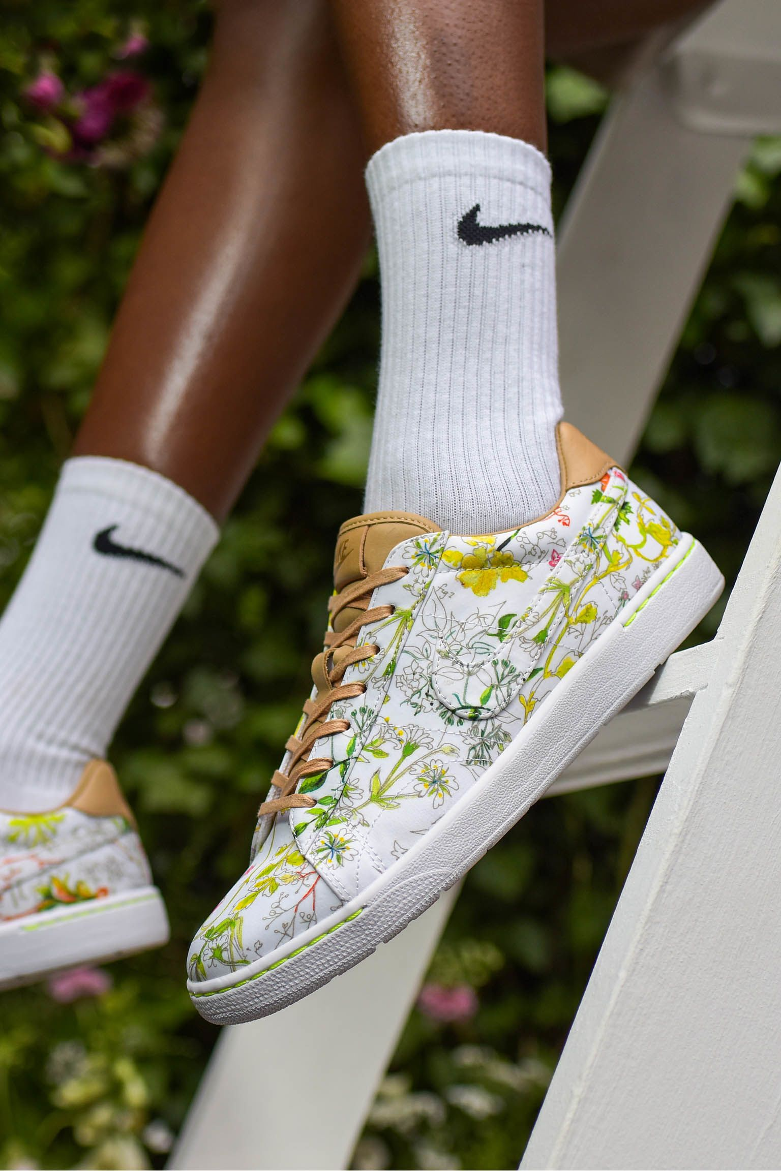 Kolekce NikeCourt x Liberty: Dawn Meadow