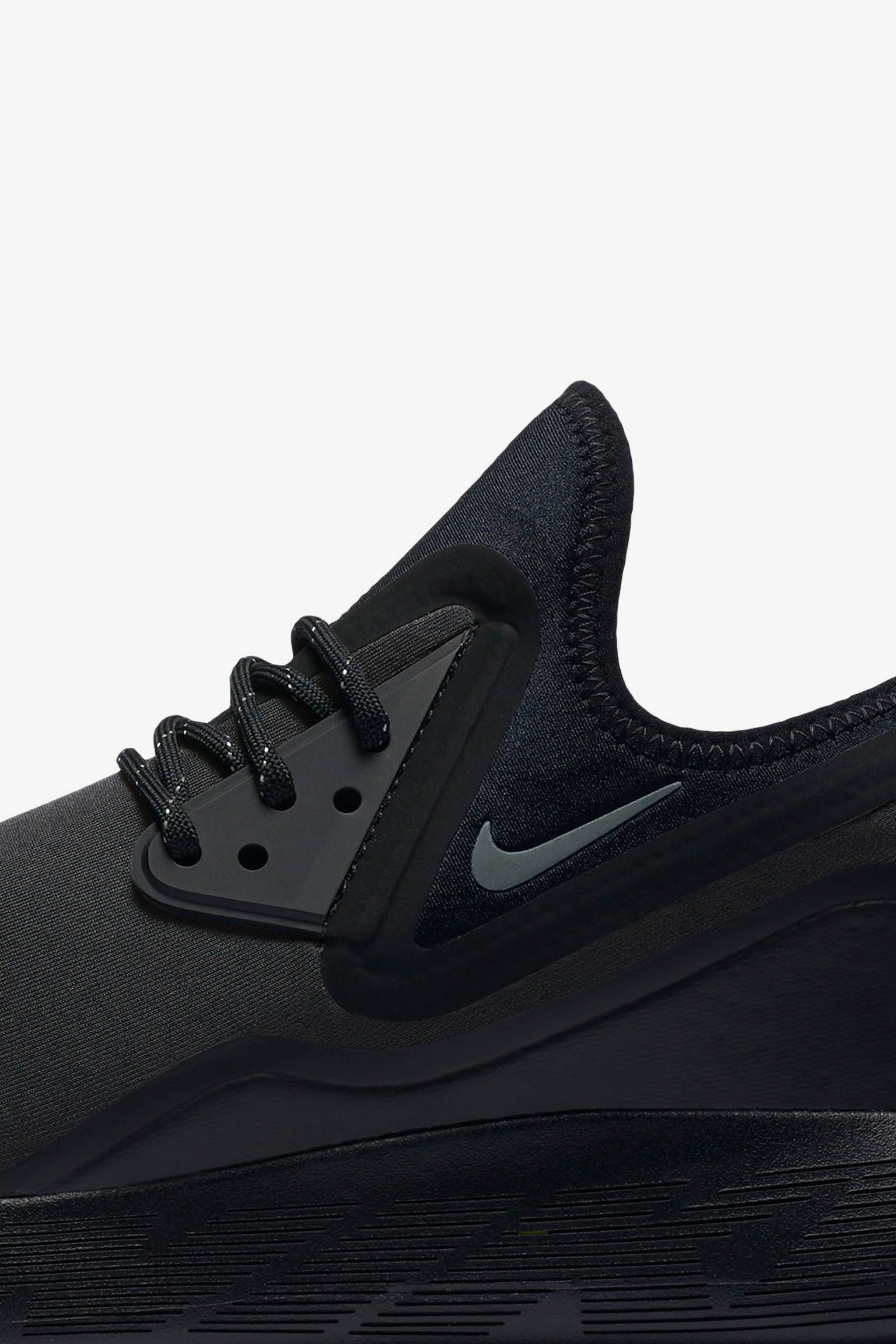 Nike LunarCharge Essential 'Triple Black'