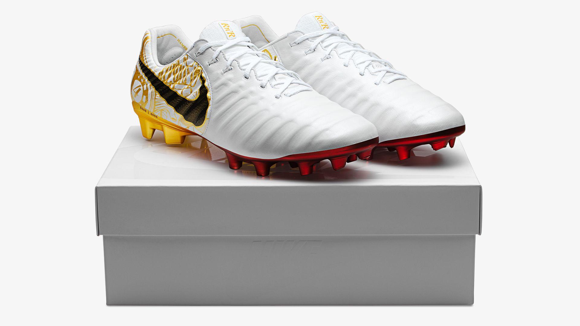 """new product 1c948 f3454 Sergio Ramos TIempo """"Corazon y Sangre"""". Nike.com"""