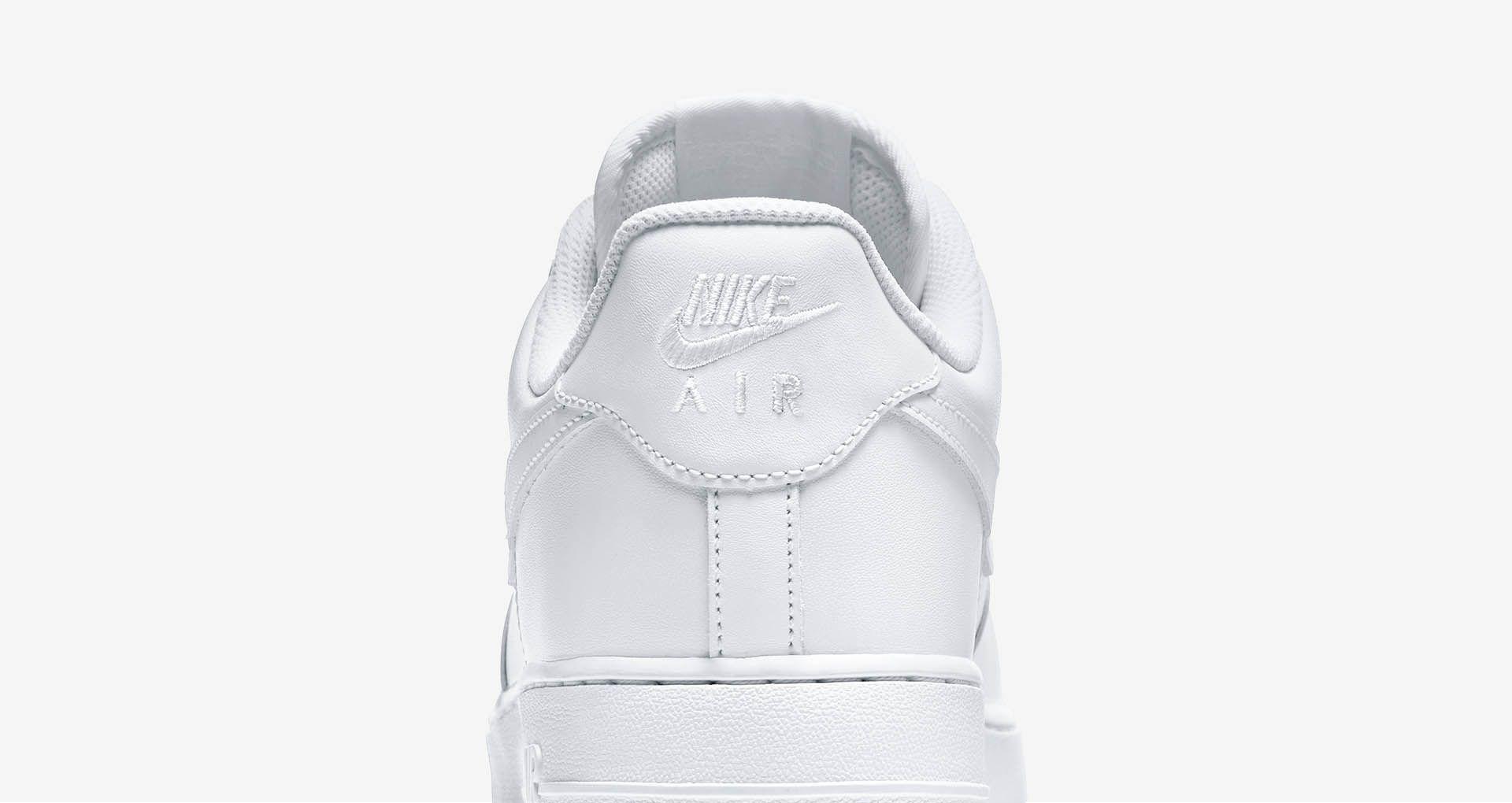 Nike Air Force 1 Low 'Triple White'. Nike SNKRS