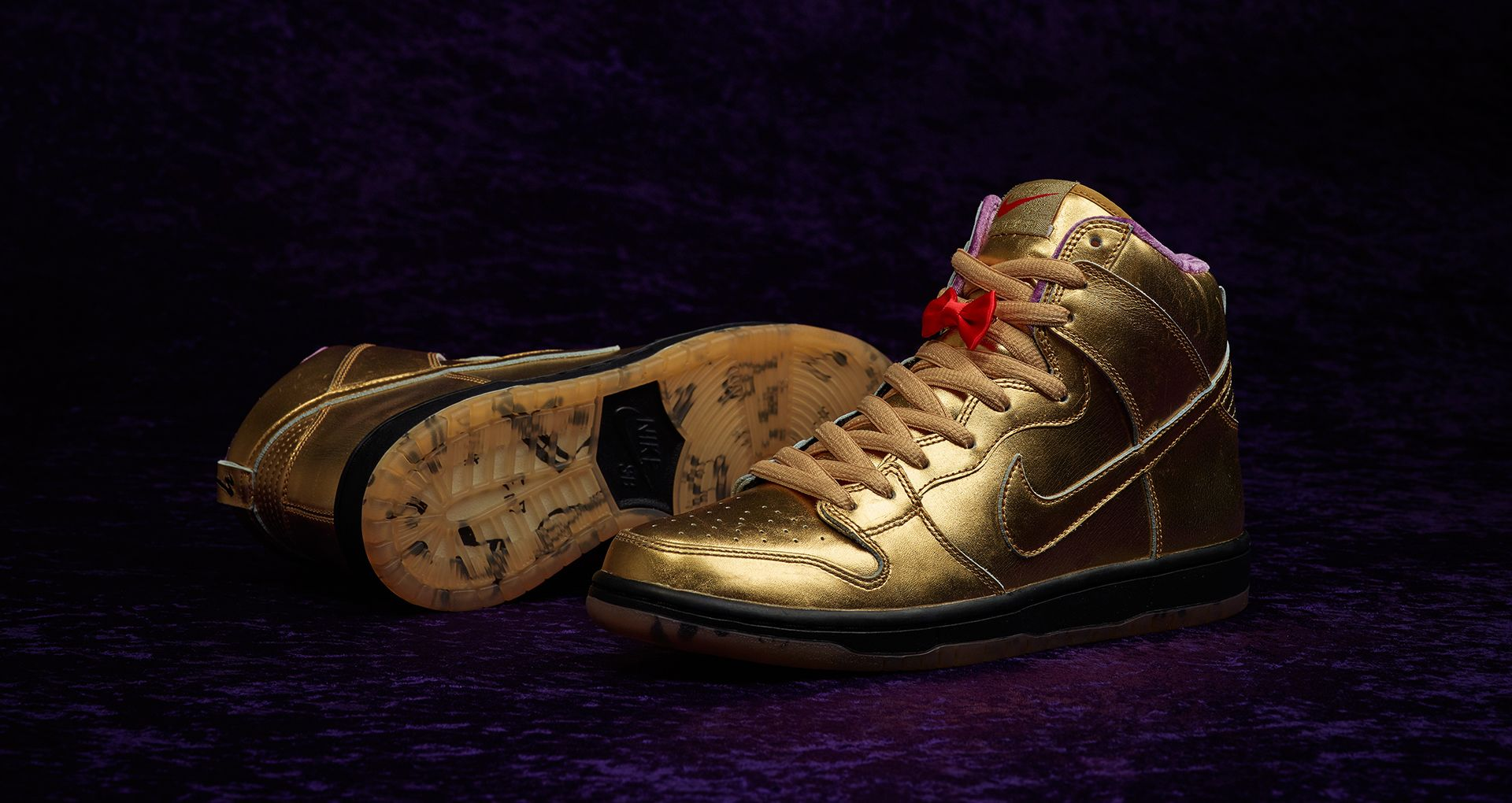 gold nike dunks shoe laces
