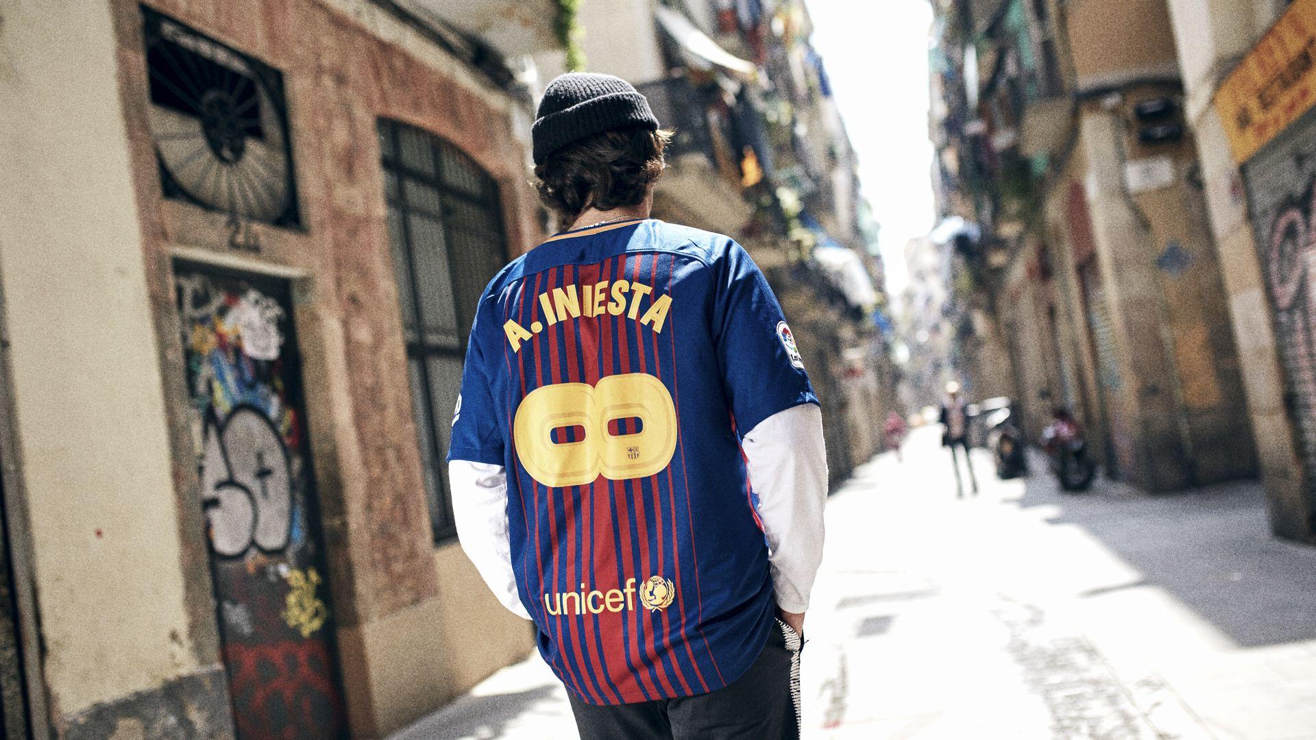 b7b498194 2017 18 FC Barcelona Stadium Home Kit. INFINIT INIESTA