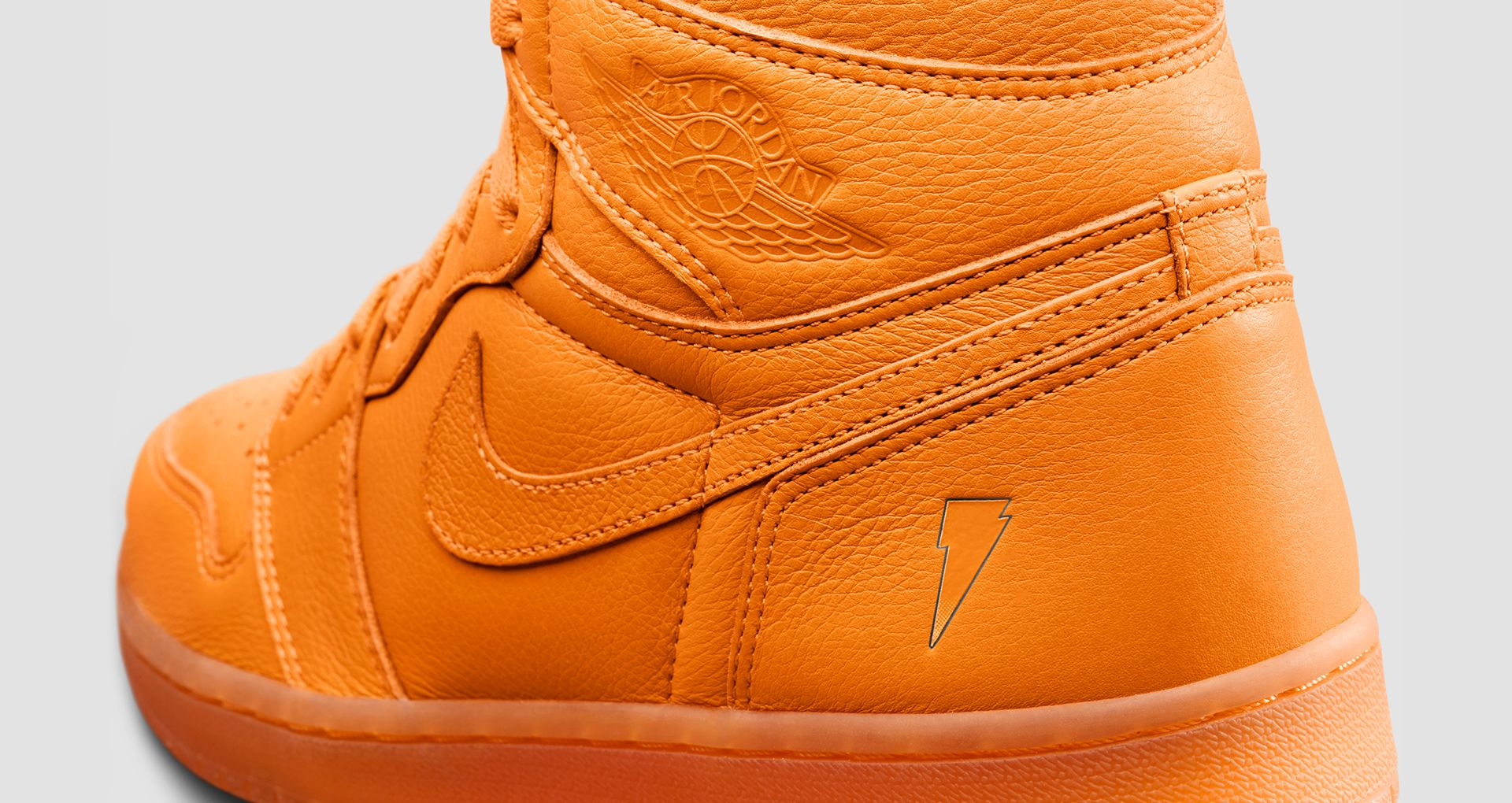 423ef1804803f6 The Air Jordan I  Orange  from the set is inspired by the classic Citrus  Cooler flavour of Gatorade. The sneaker features iconic Wings branding