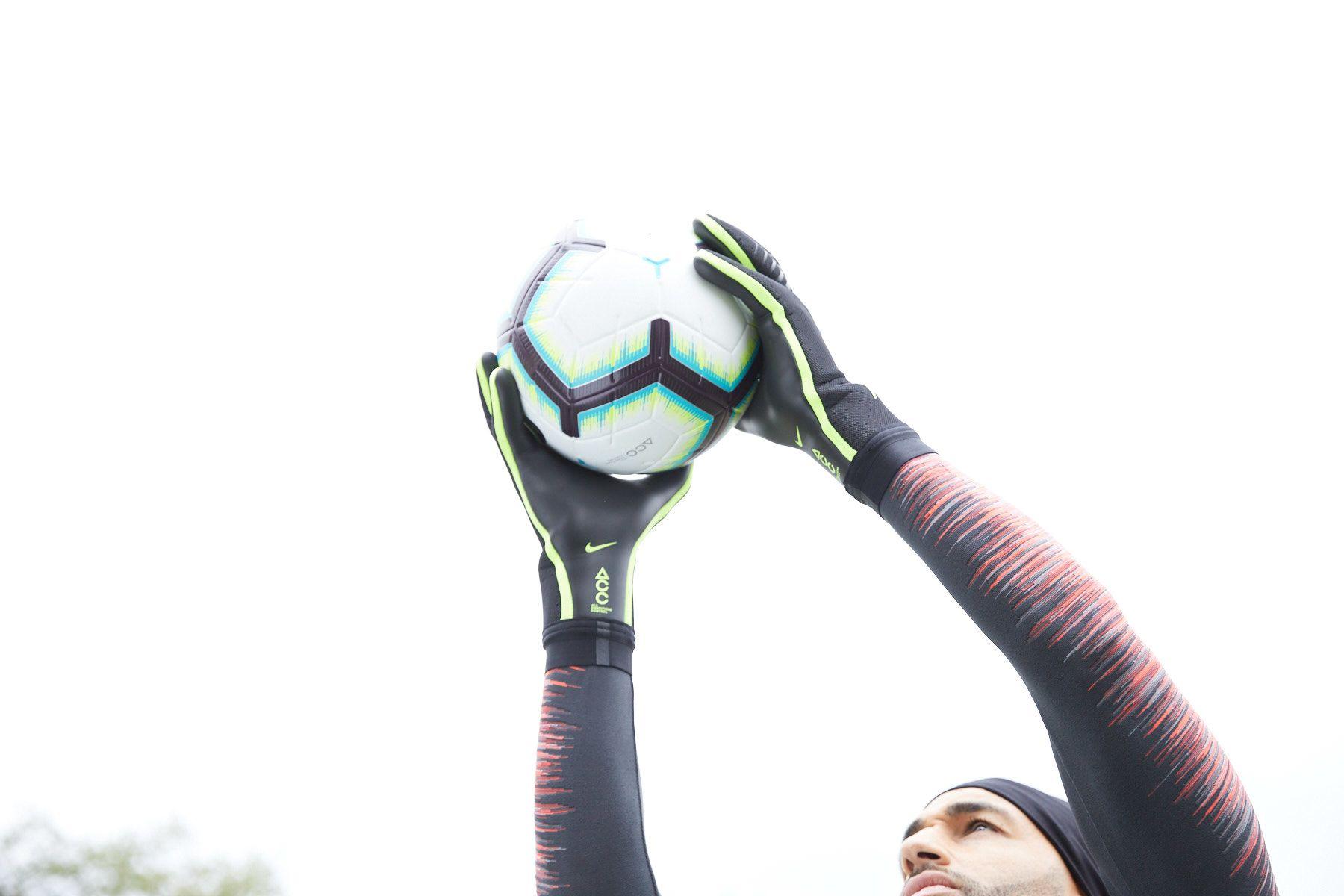 What's My Goalkeeper Glove Size? | Nike Help